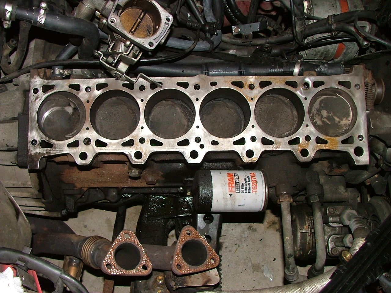 A BMW M20B25 engine with the cylinder head removed, showing the pistons in  the six cylinders of the engine