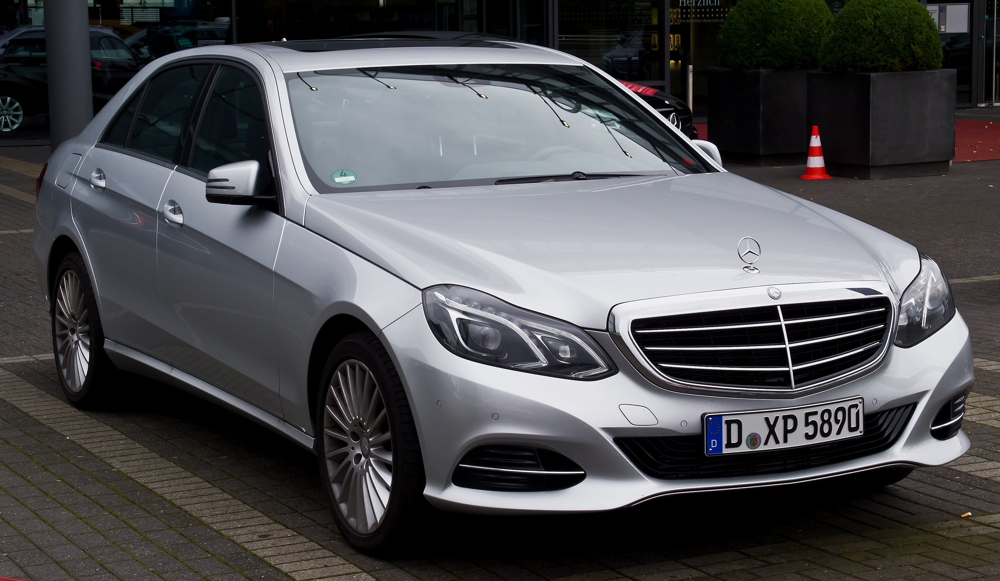 file mercedes benz e 220 cdi elegance w 212 facelift. Black Bedroom Furniture Sets. Home Design Ideas