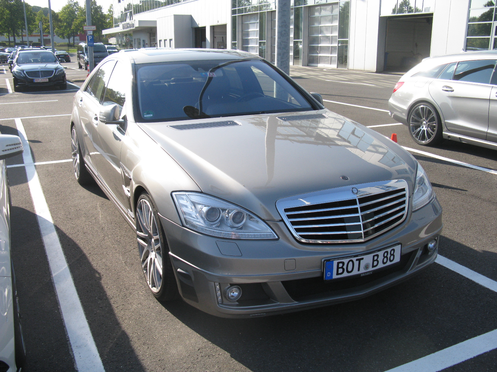 File mercedes benz s class brabus w221 10118319696 jpg for Mercedes benz in memphis tn