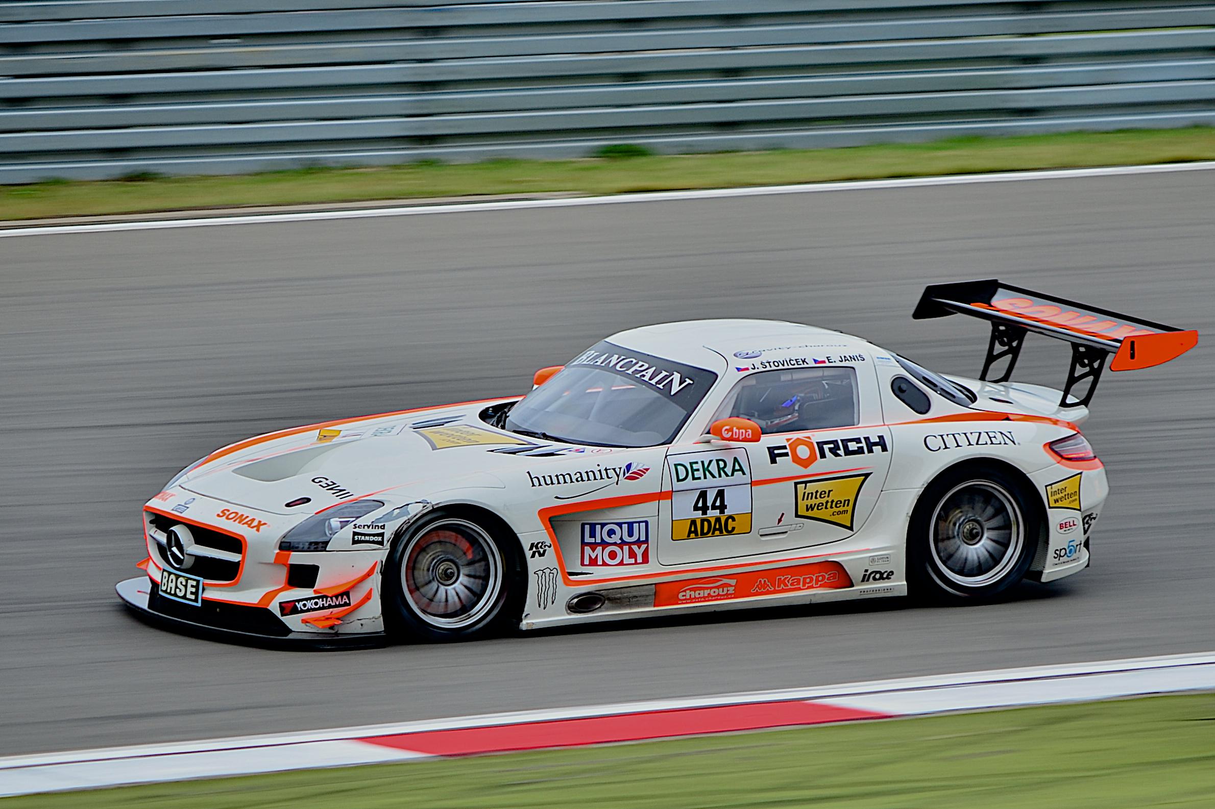 Mercedes_SLS_AMG_GT3_GT-Masters_2012.jpg