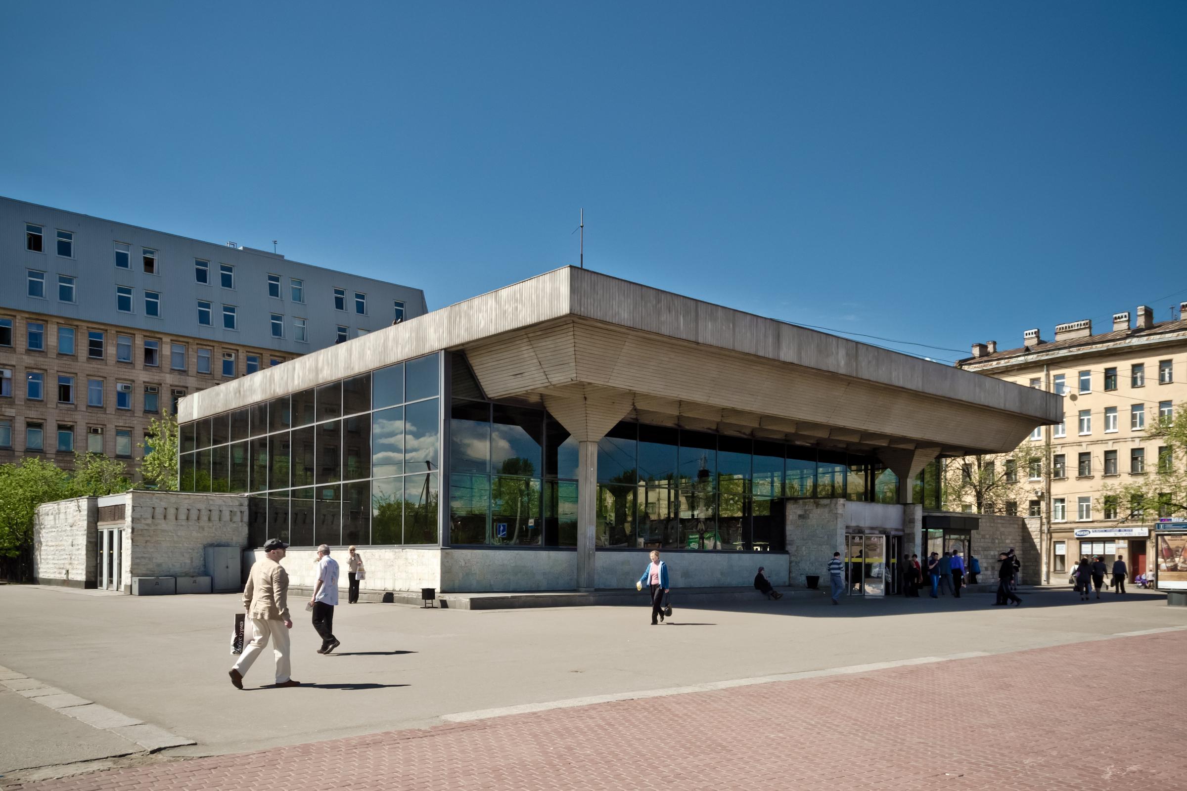 Устанции метро «Выборгская» начисто снесут торговые павильоны— Долой ларьки