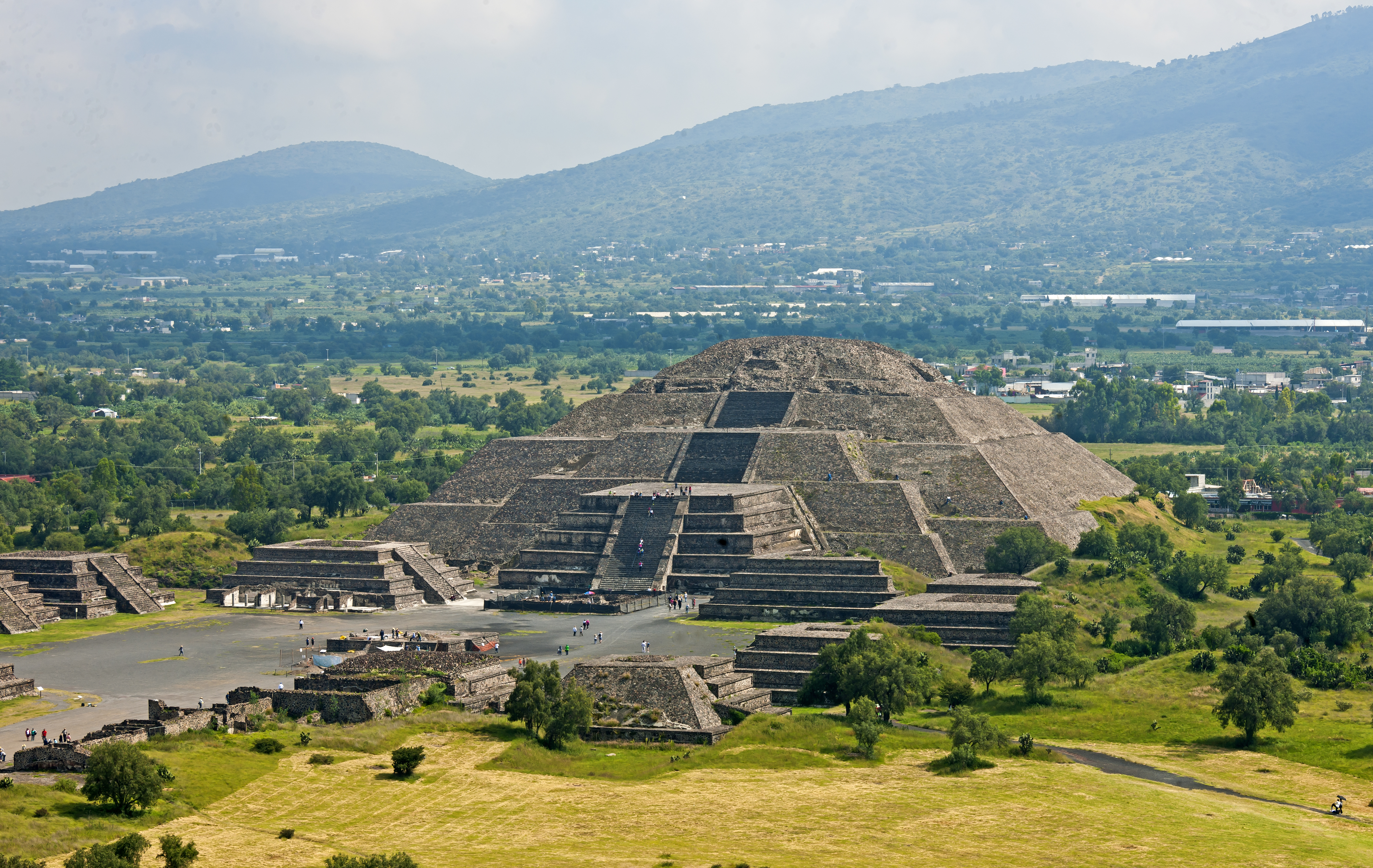 File:Mexican landscape with Pyramid of the Moon, Teotihuacan.jpg ...