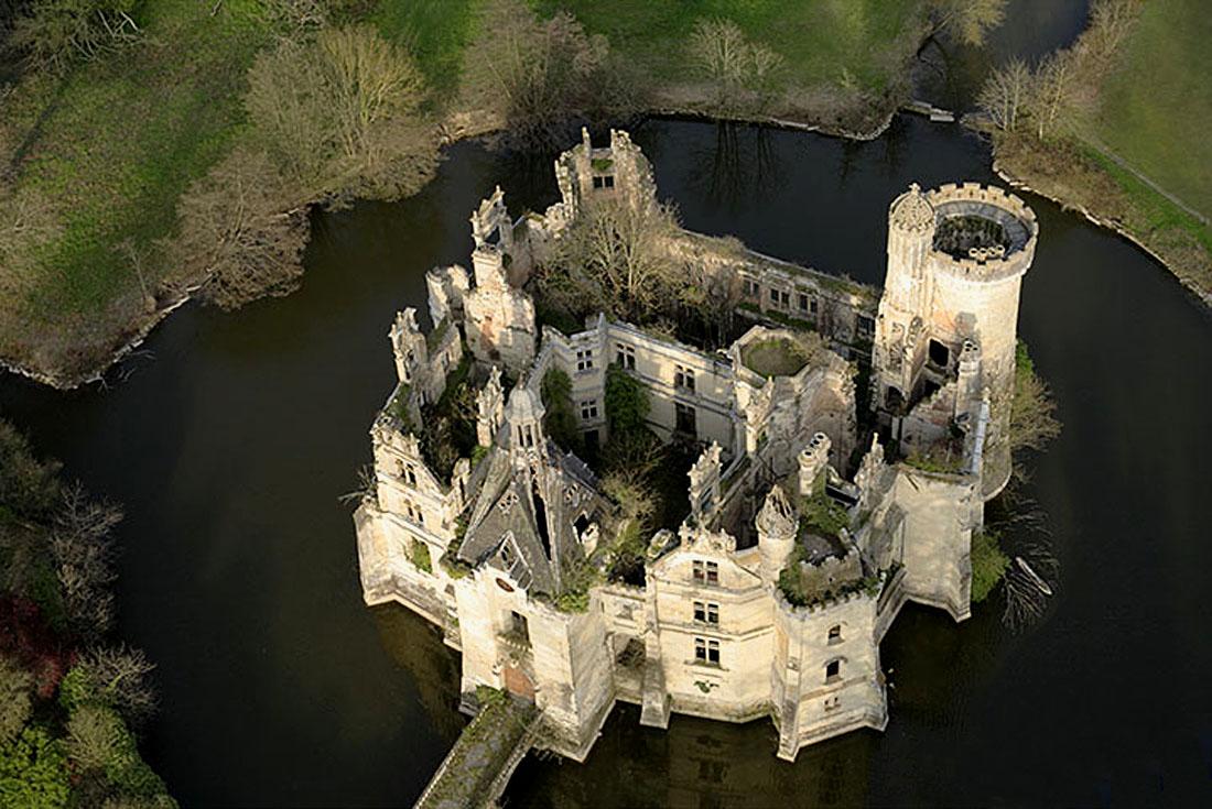 Château de Martine 12/05 trouvé par Ajonc Mothe_chandeniers1
