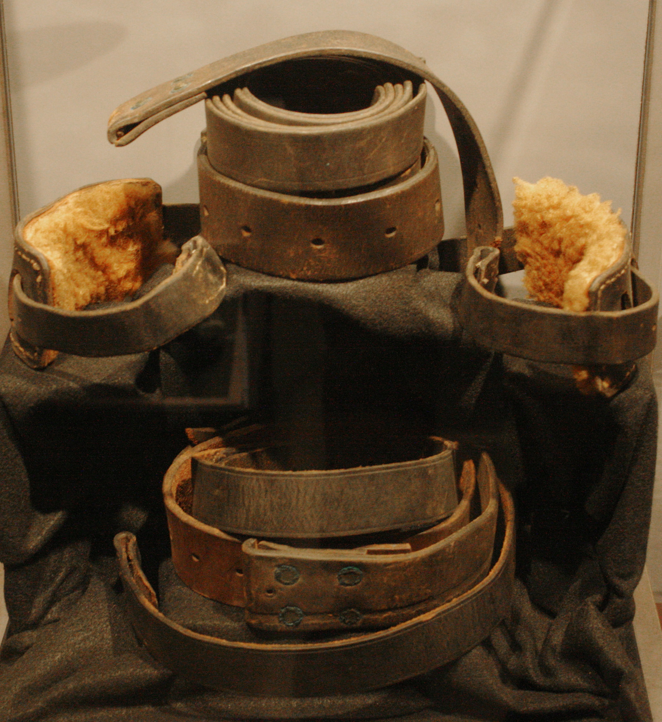 Tremendous File National Museum Of Crime And Punishment Leather Caraccident5 Cool Chair Designs And Ideas Caraccident5Info