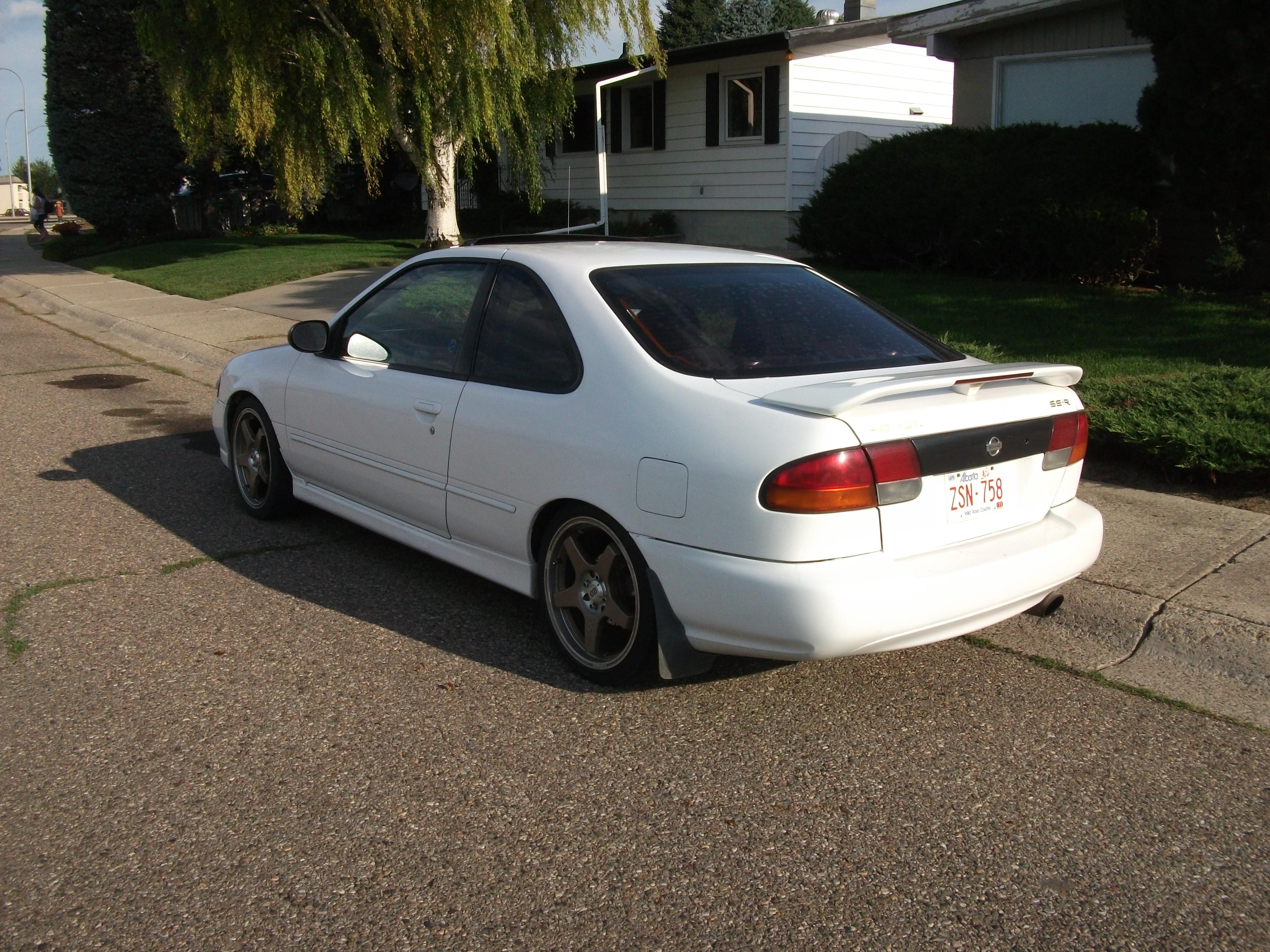File:Nissan Sentra SE R (4887099910)