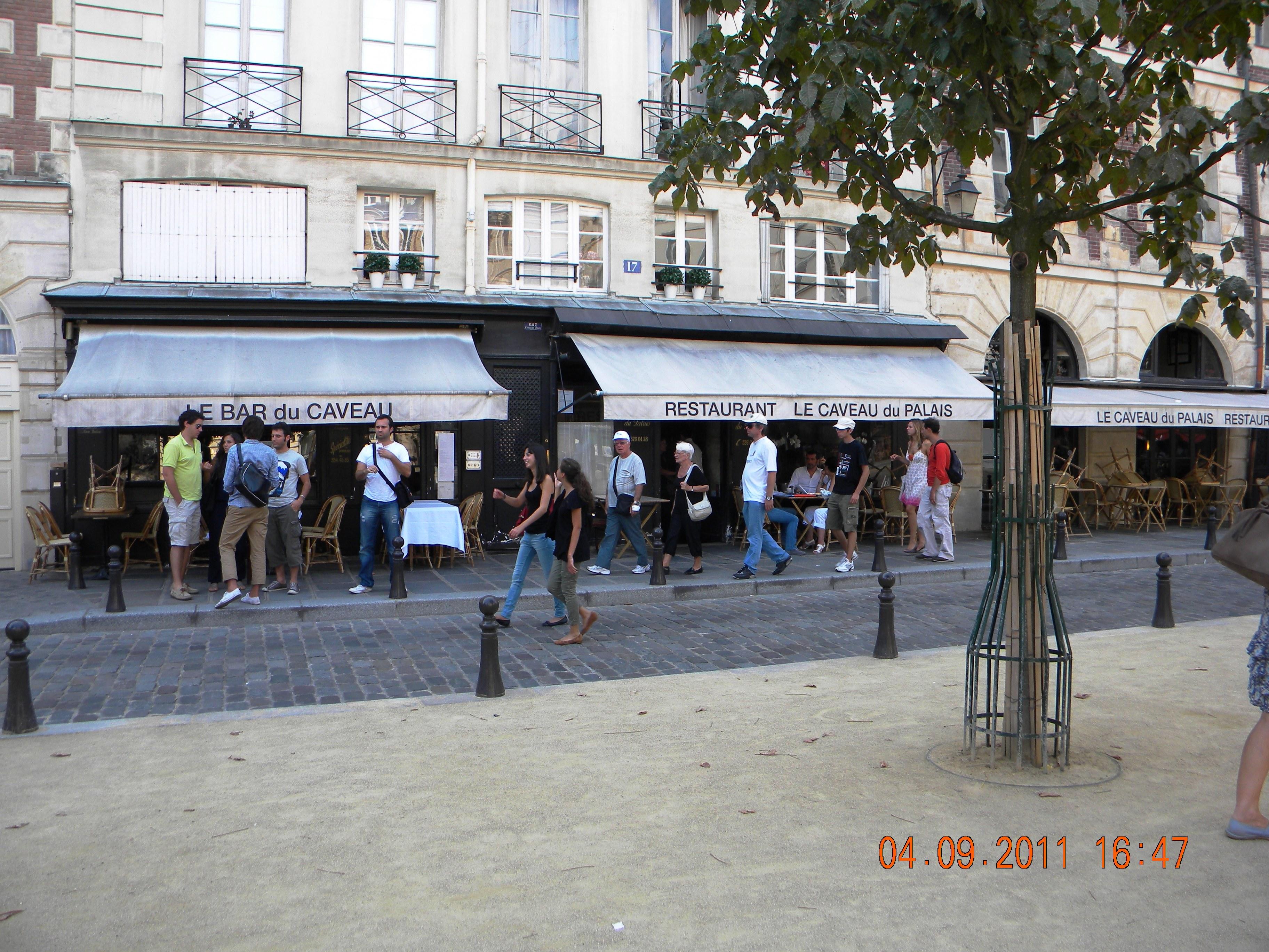 Cafe Le Dauphine Paris