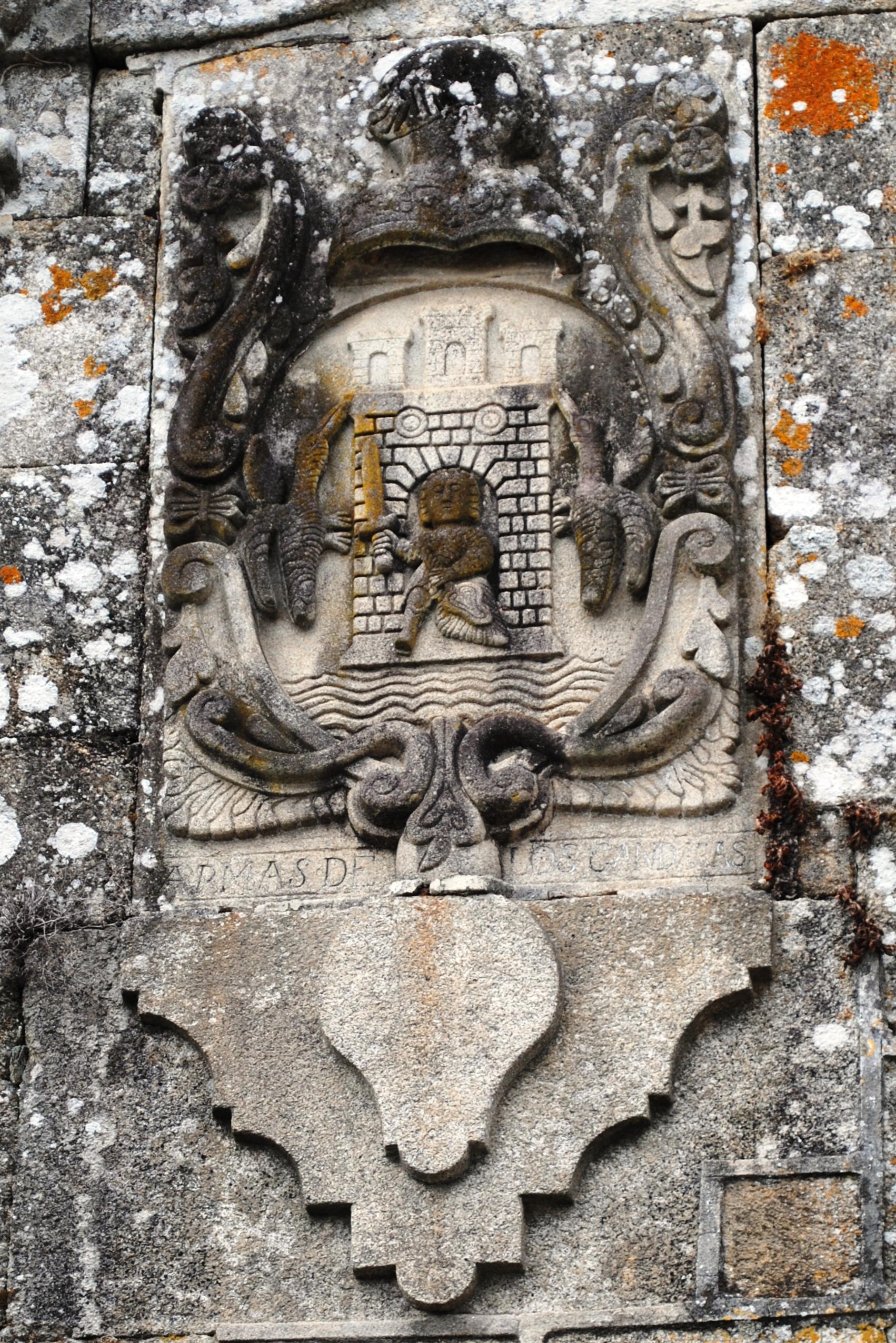 http://upload.wikimedia.org/wikipedia/commons/e/e1/Pazo_de_Cea%2C_escudo.jpg
