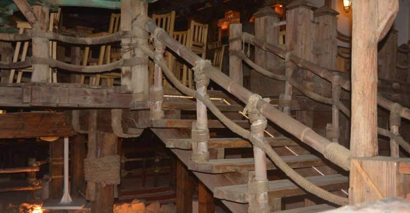 מדרגות מעץ