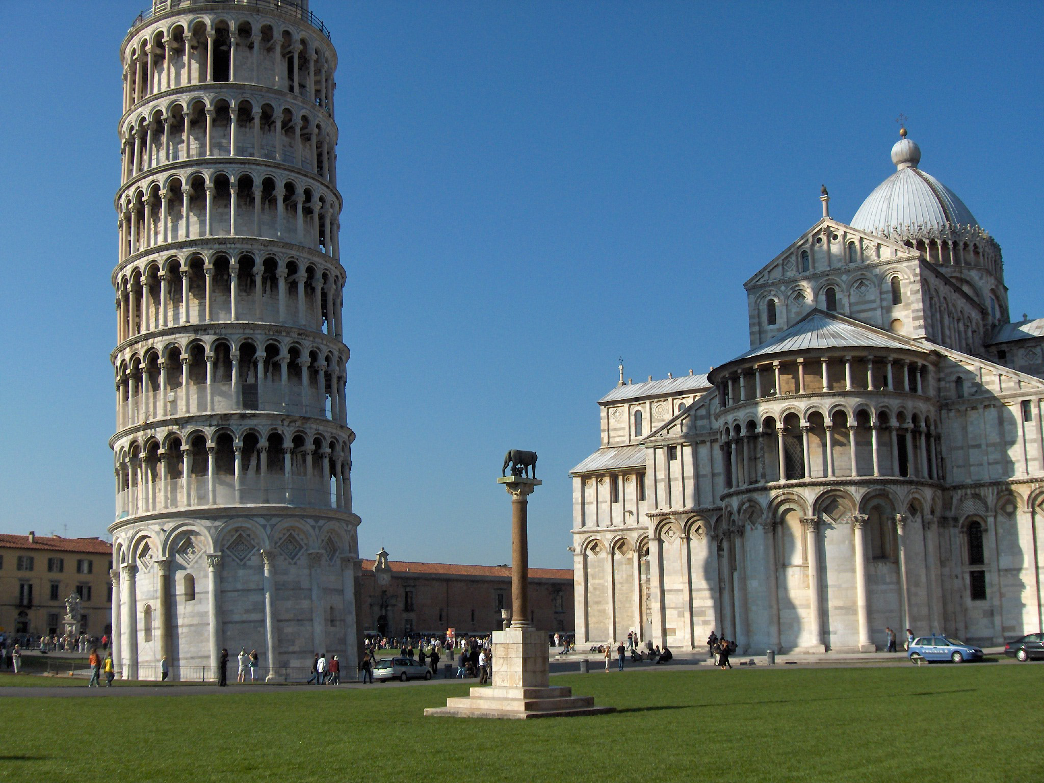 pisa italy Pisa italy landmarks, tourist attractions, museums, galleries, parks, gardens, maps, weather, hotels, shopping, airport and train information.