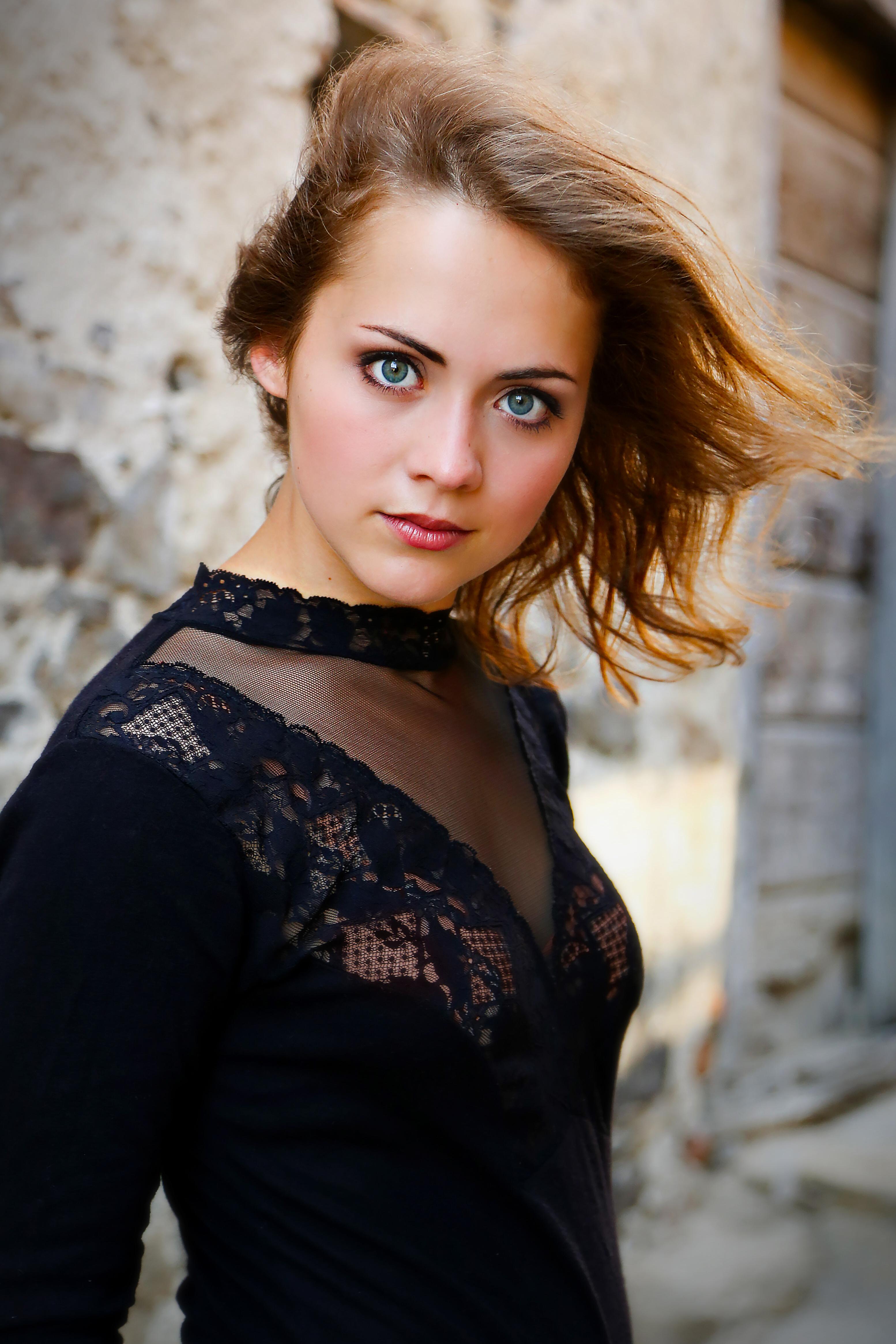 File:Portrait Glenna Weber.jpg