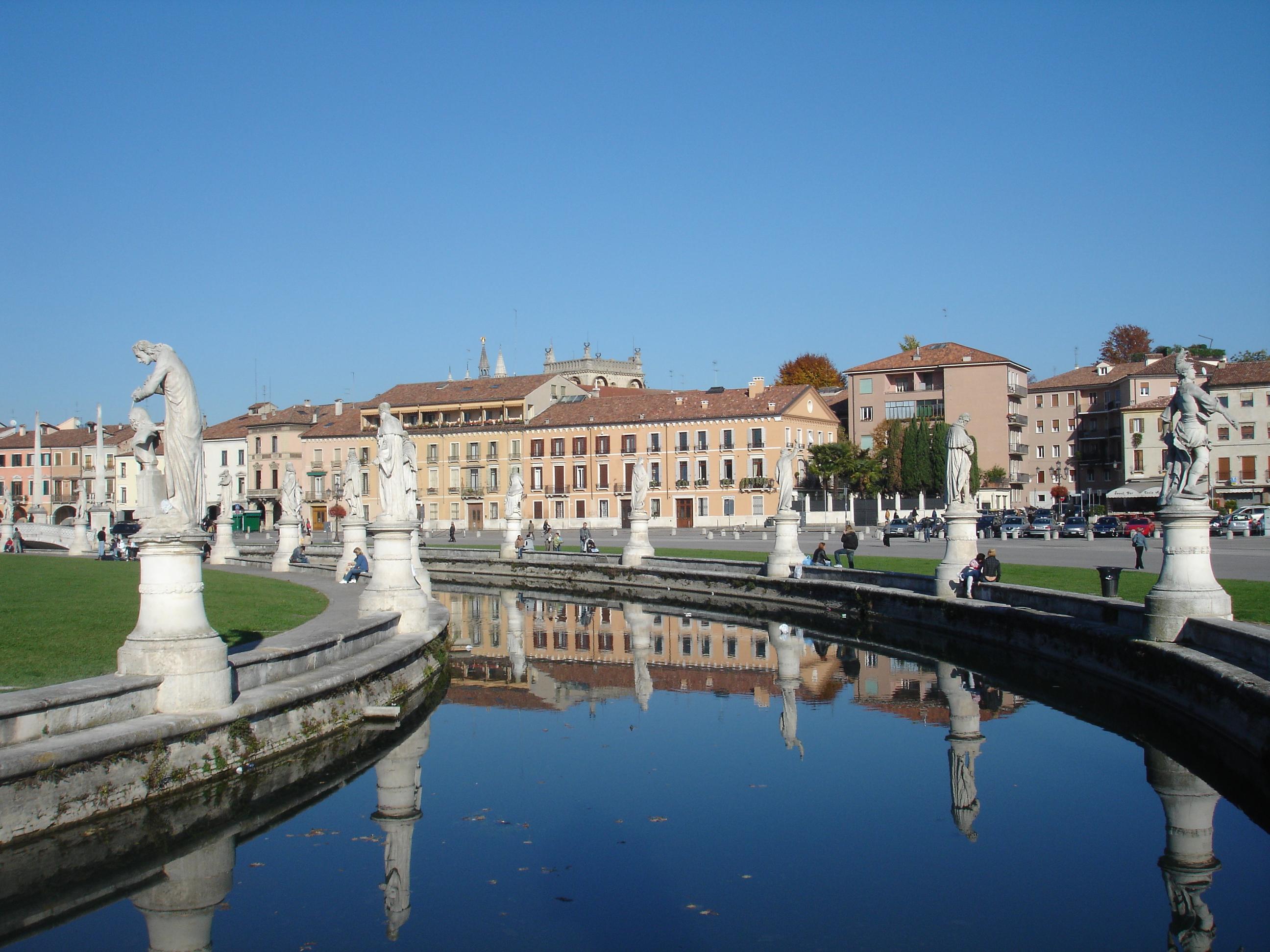 File pratodellavalle jpg wikimedia commons for Prato della valle oggi