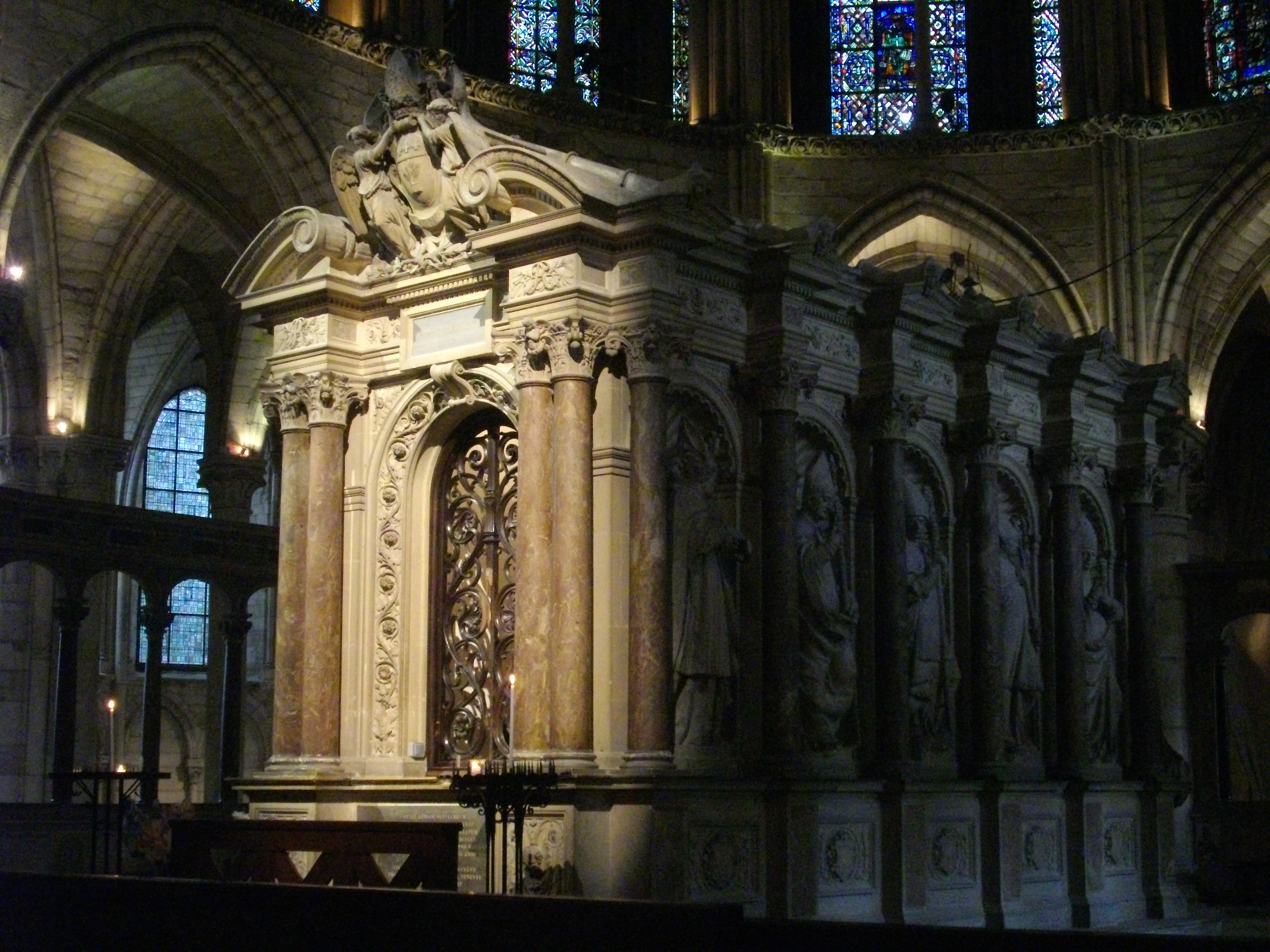 "Foyer Home St Louis Reims : Scuola ecclesia mater ""remígius epíscopus rheménsis"