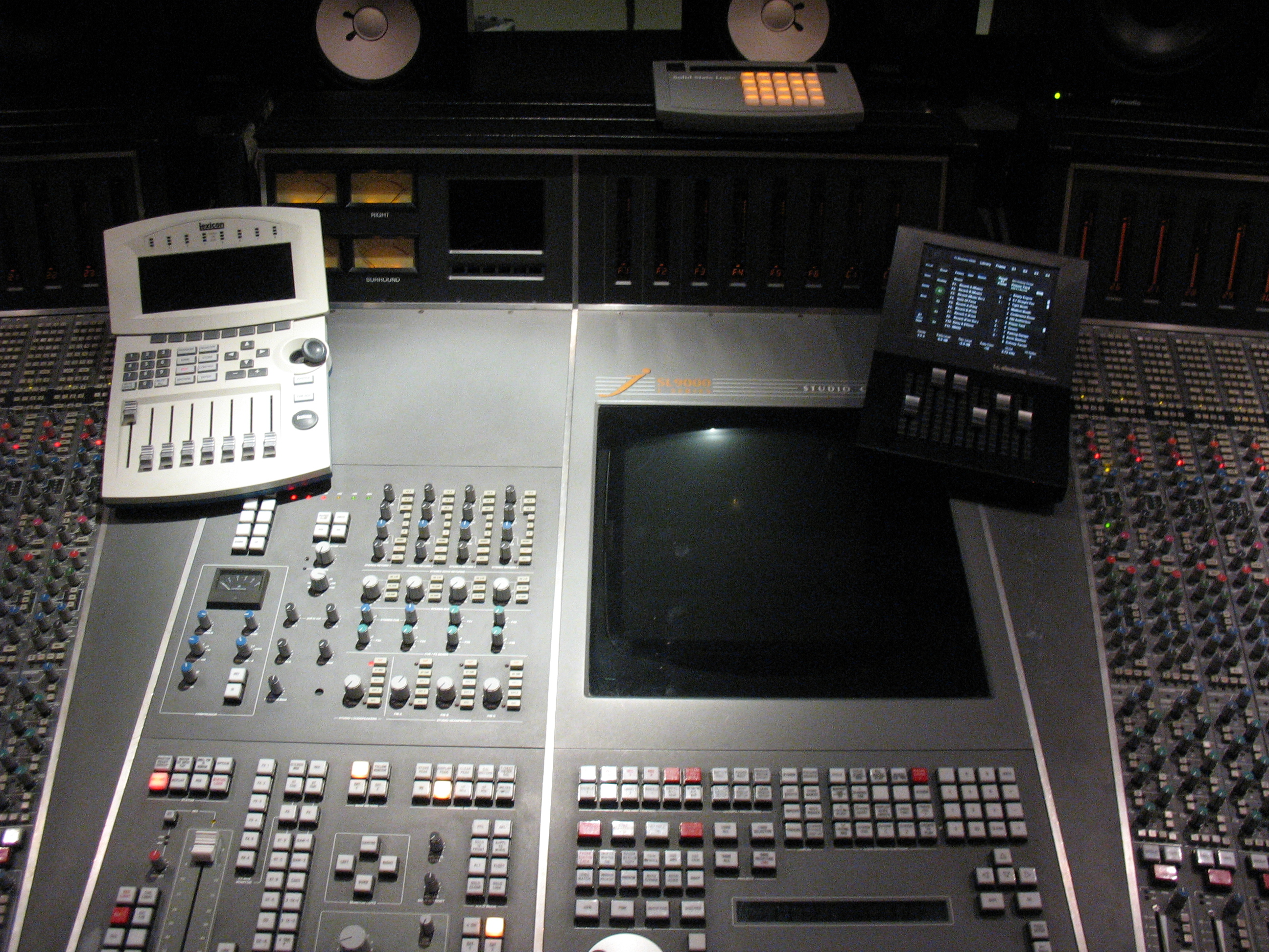 File ssl9000j automation and master section jpg for Table mixage 6 voies