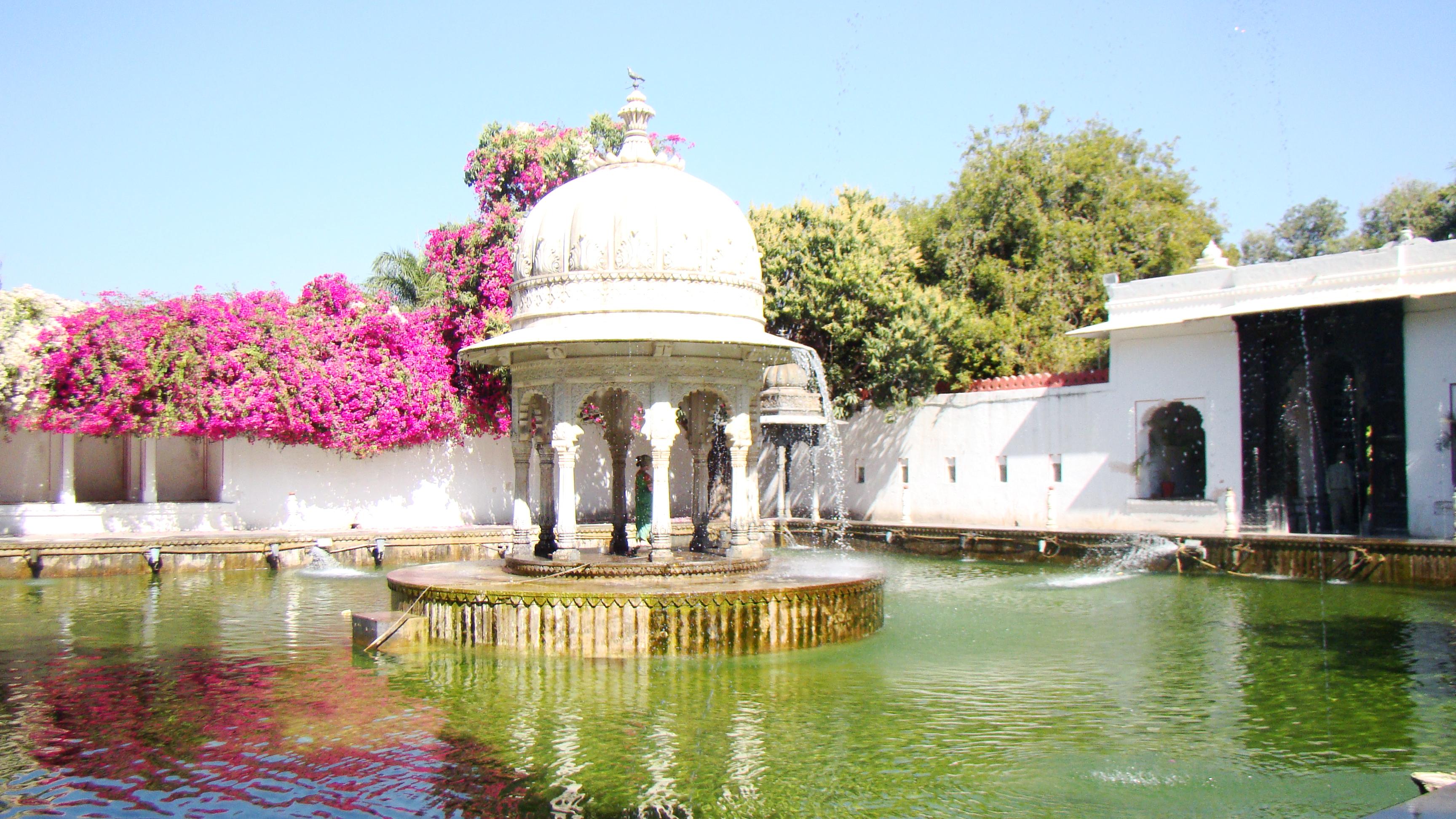 File:Saheliyon Ki Badi Udaipur - panoramio - Arastu Gupta.jpg - Wikimedia  Commons