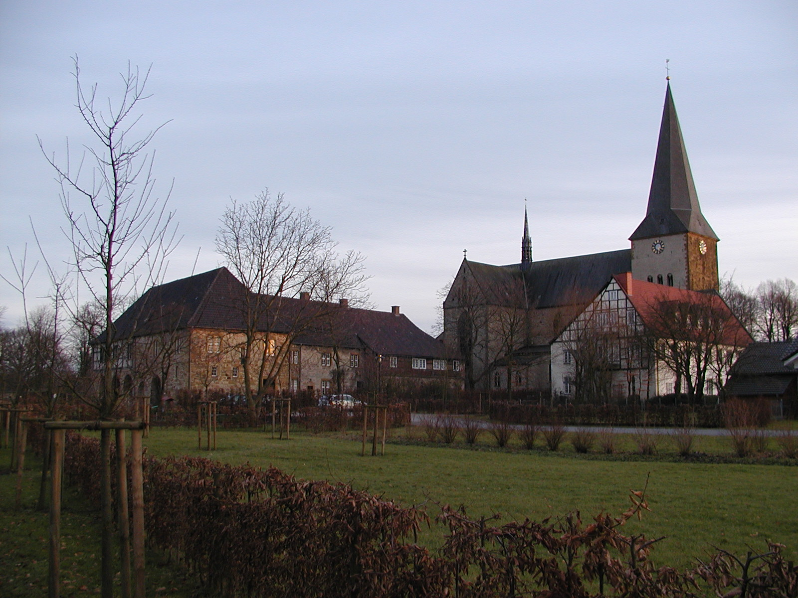 St-christina-herzebrock-mit-kloster-pfarheim.jpg