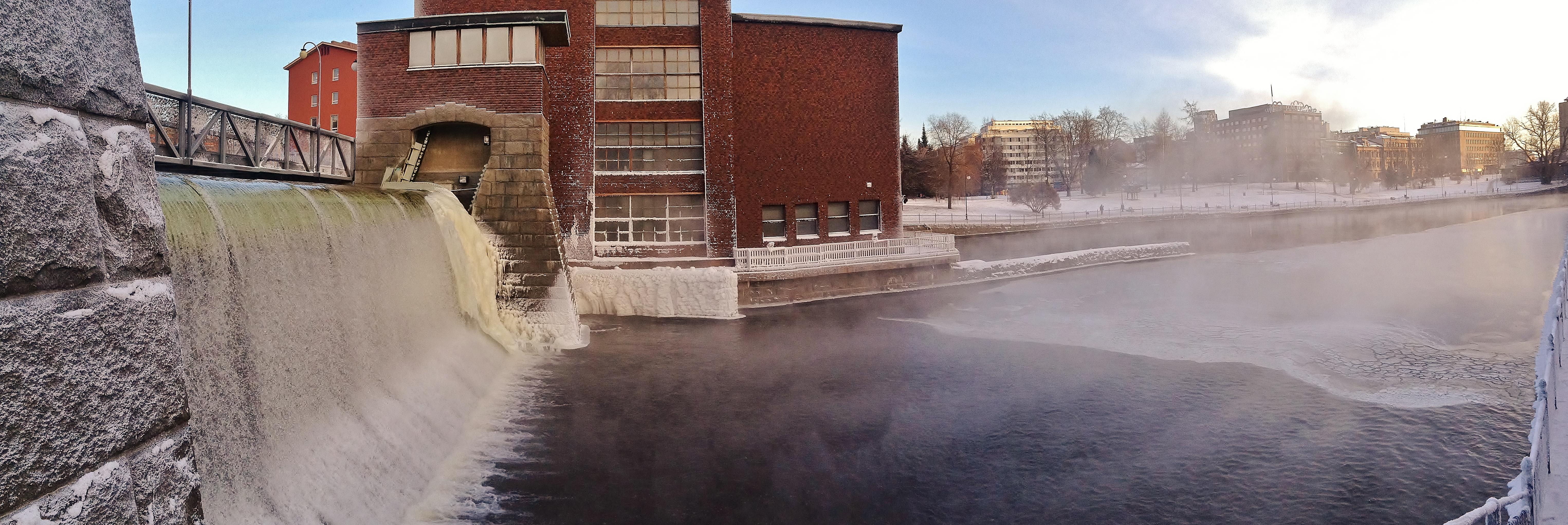 Tammerkoski rapids on 10th January 2016 panorama 2.jpg