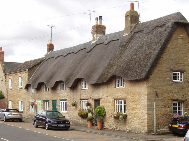 Bestand:Thatched cottages in Podington - geograph.org.uk - 528746.jpg