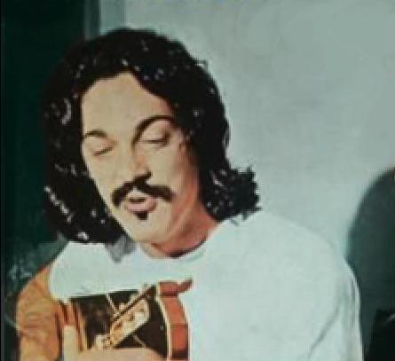 Toquinho en la tapa del disco ''Vinicius y Toquinho, son demasiados los peligros'' (1971).