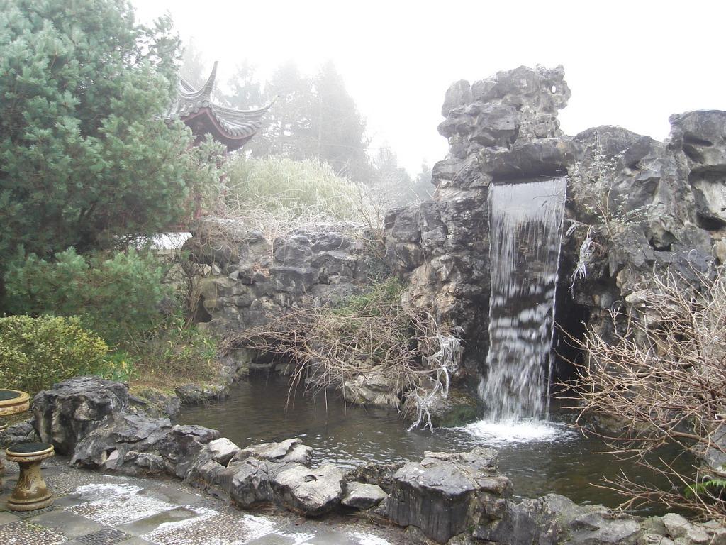 File tuin met wikimedia commons for Tuin decoratie met stenen