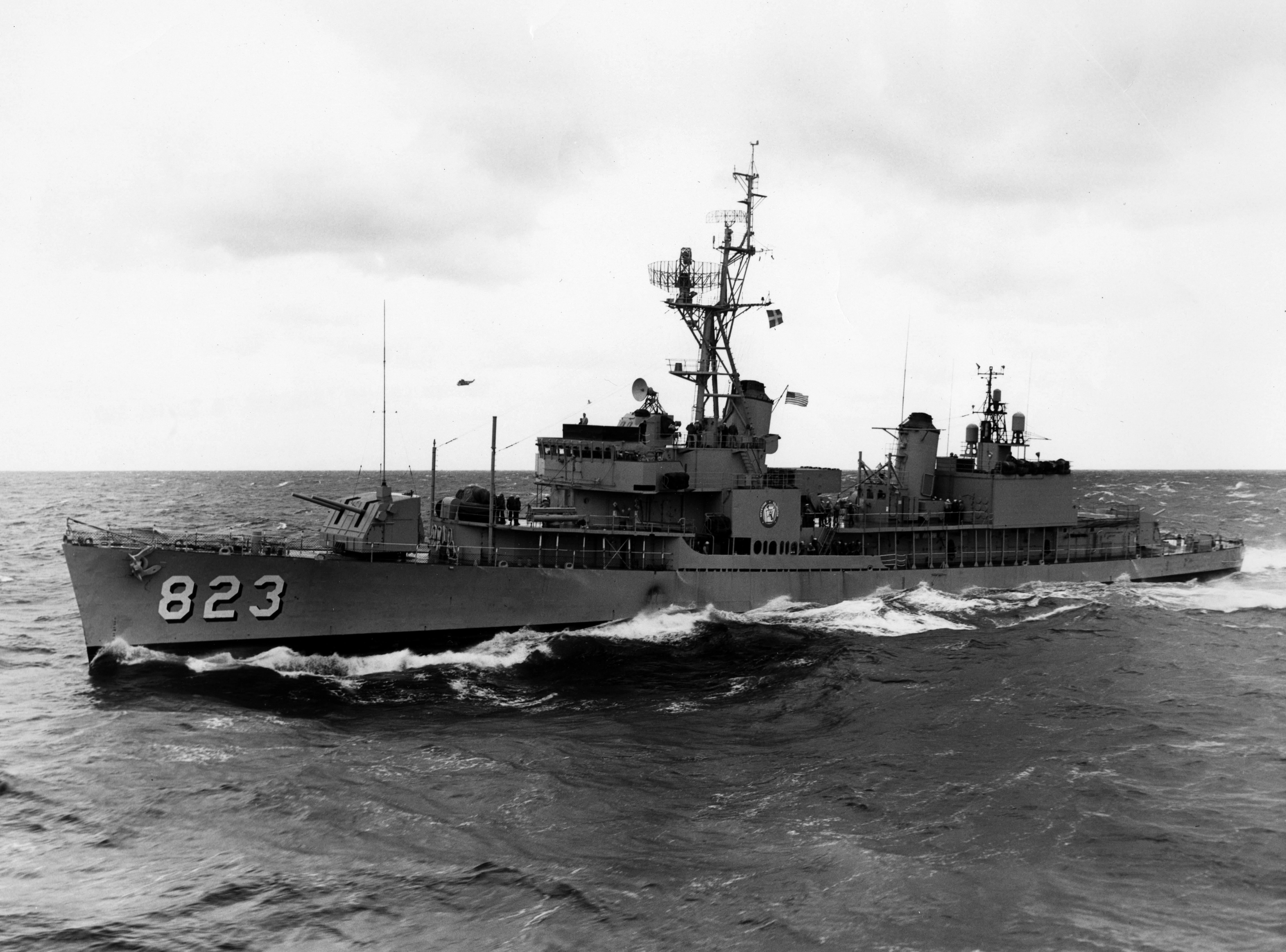 File:USS Samuel B. Roberts (DD-823) underway in October 1962