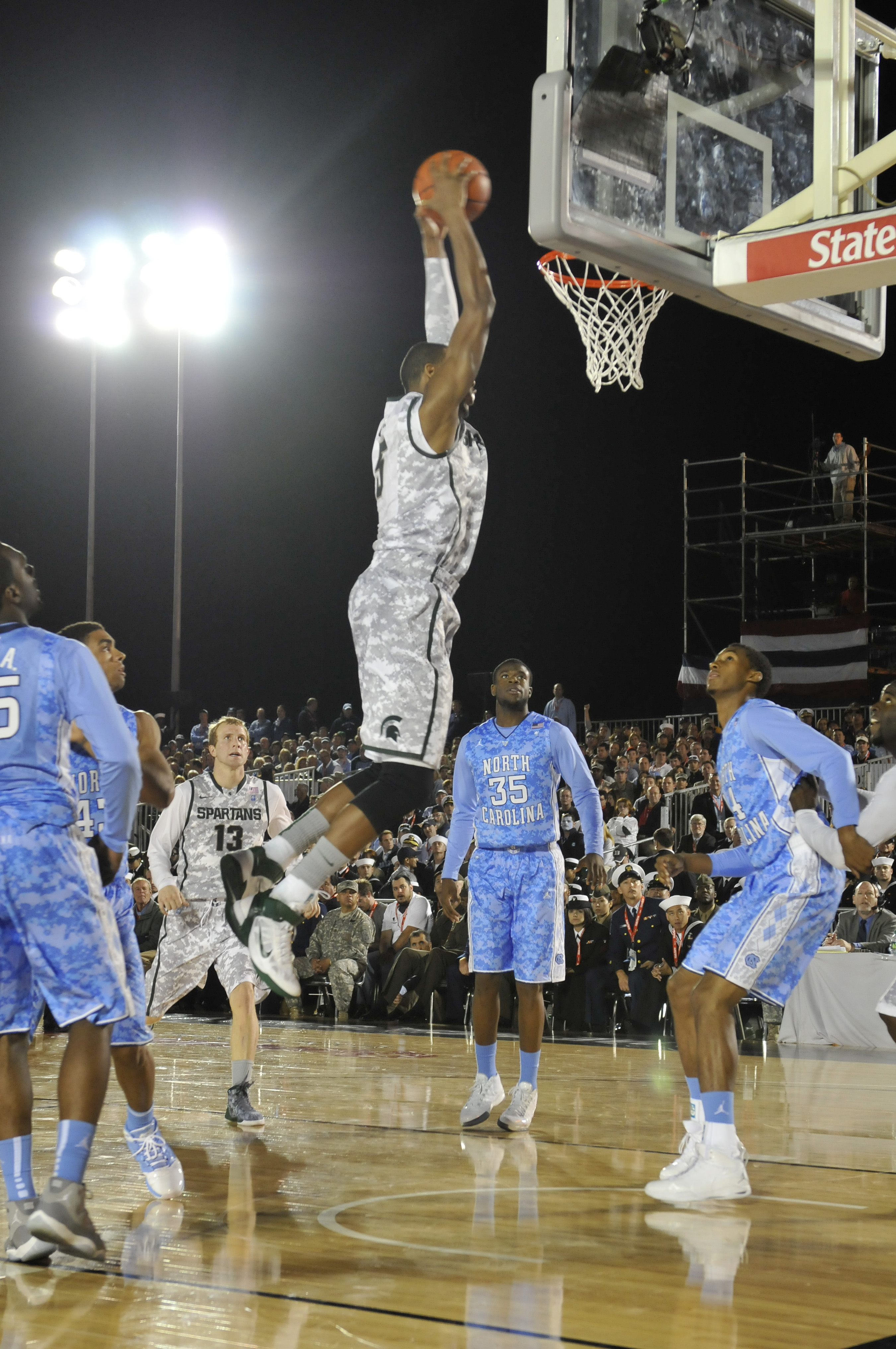 Payne dunking against North Carolina