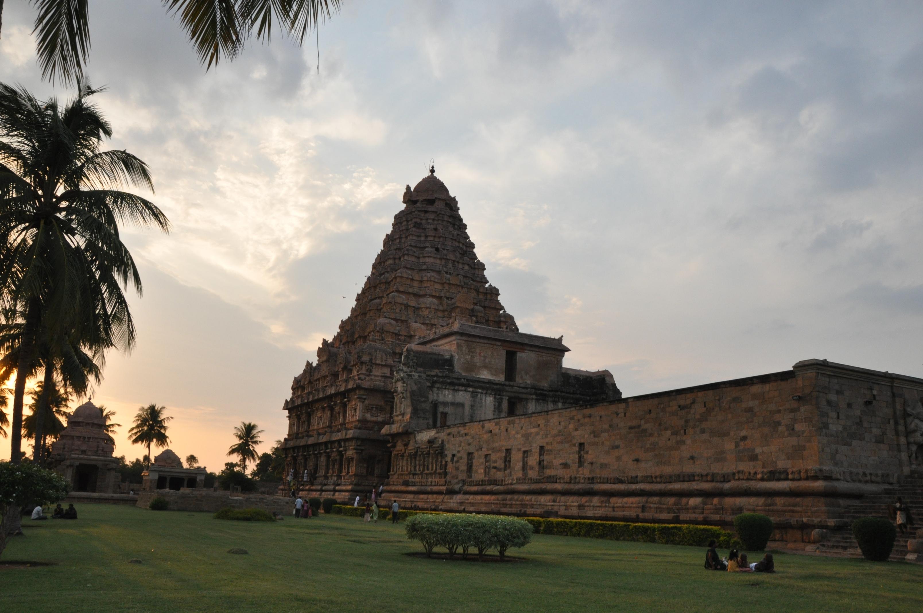 file a long shot of brihadisvara temple of gangaikonda cholapuram