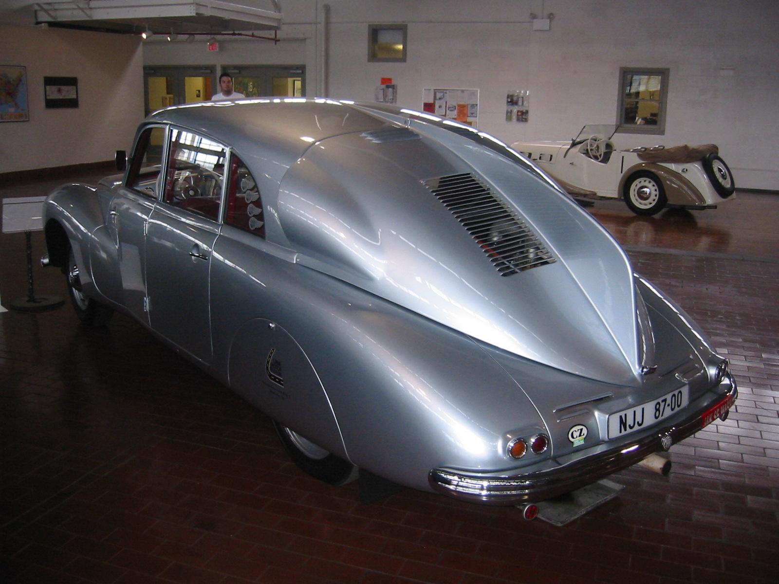 1947_Tatra_T-87_Saloon_-_Rear_3qtrs_View