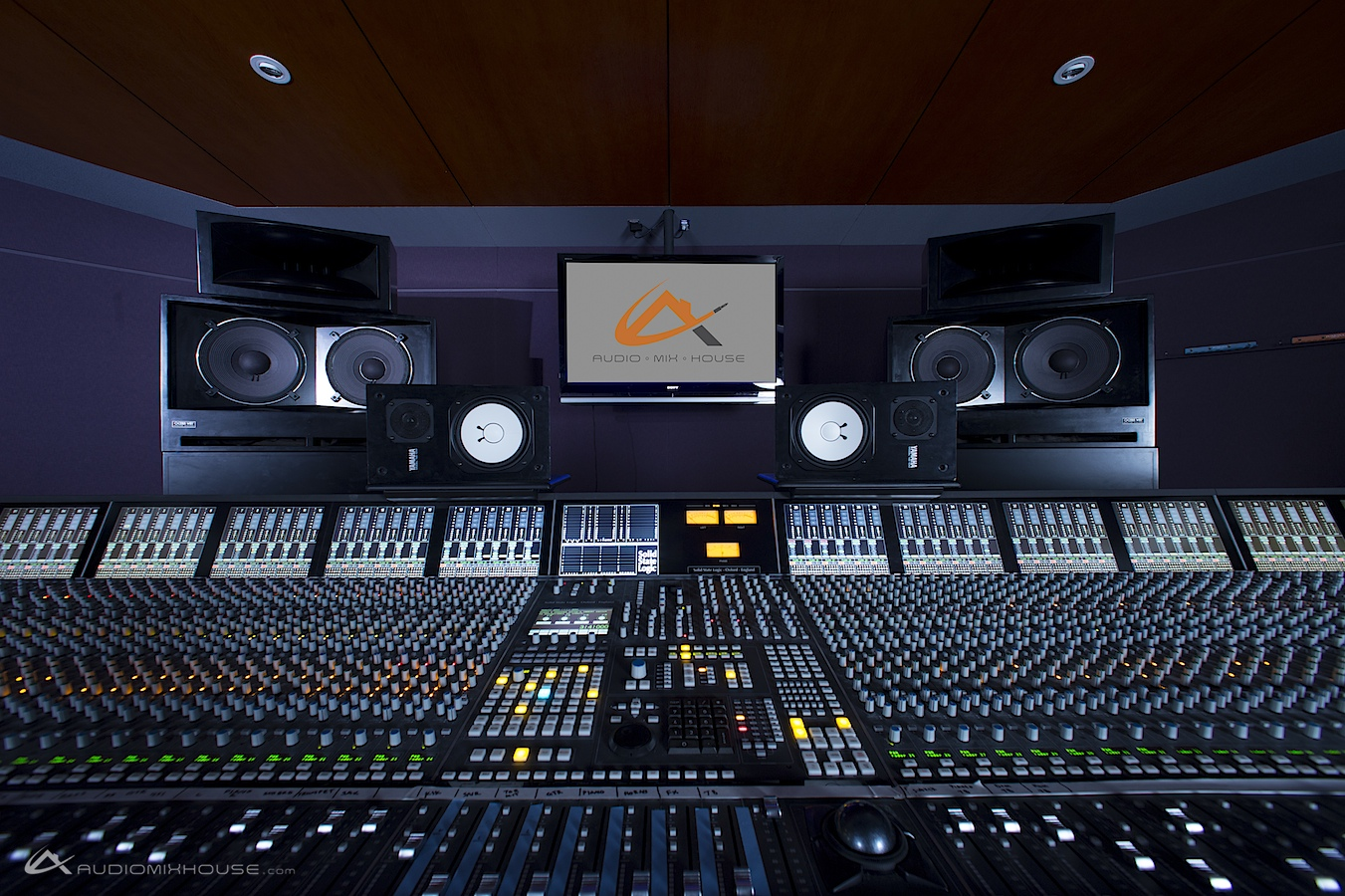 File:96-channel Solid State Logic (SSL) Duality at Audio Mix House, Studio  A (13429934964).jpg - Wikimedia Commons