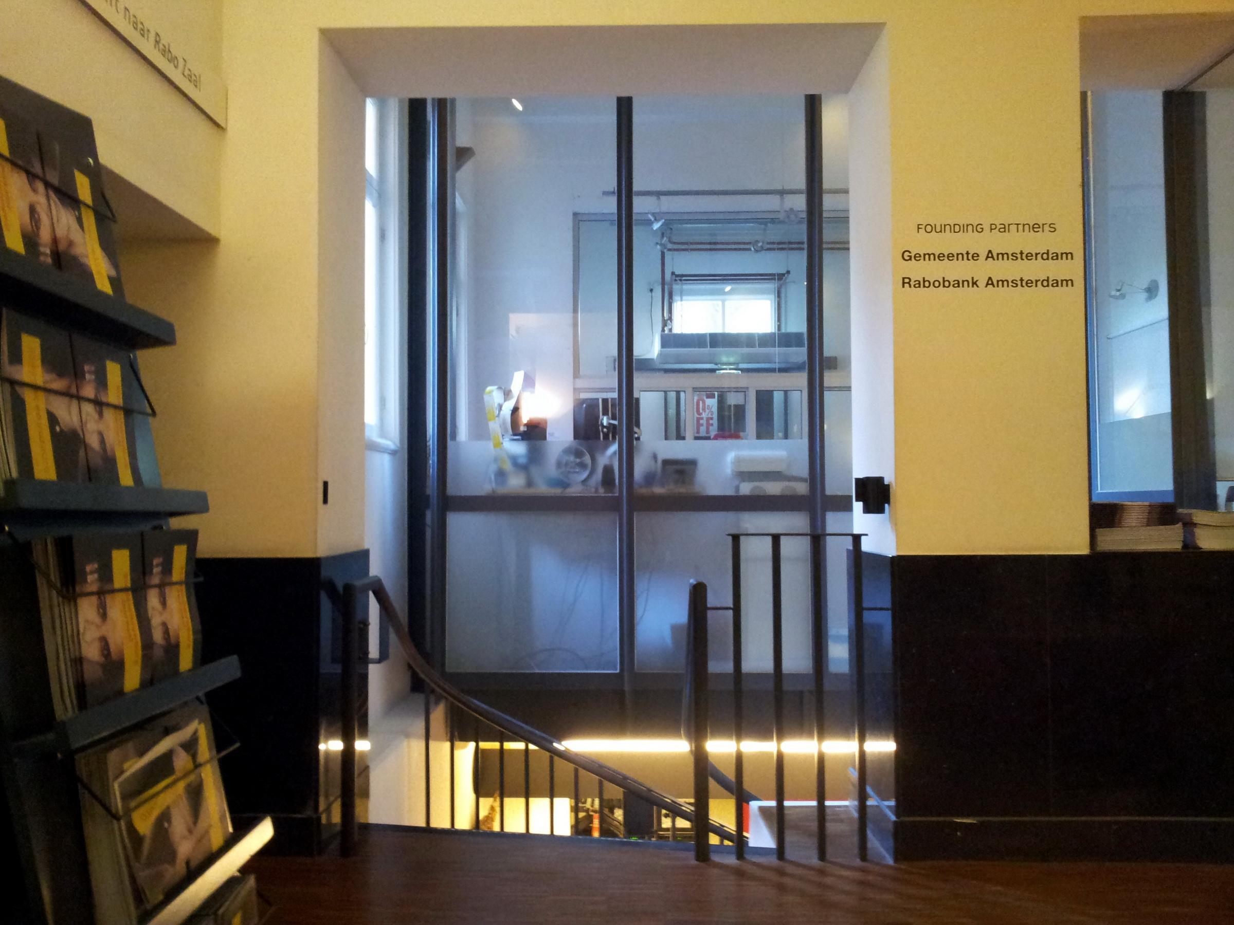 File:amsterdam stadsschouwburg entreehal kassa en trap naar
