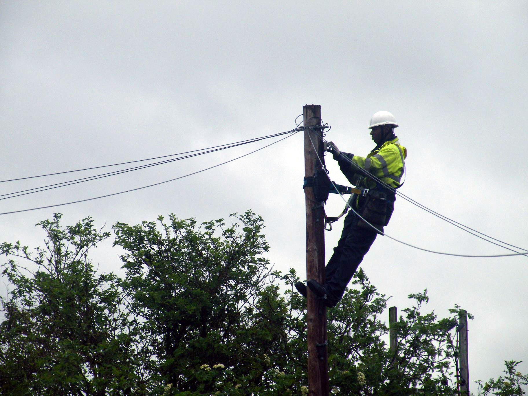 File:BT Openreach Engineer Up Pole 2012 May 09.JPG ...