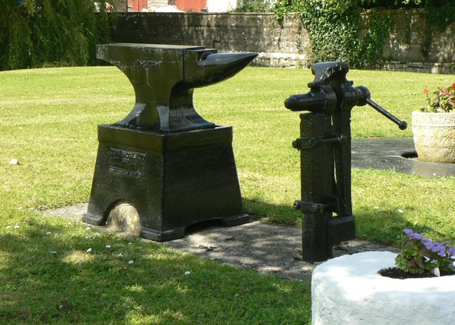 FileBlacksmiths Anvil And Vice On The Green At Llanmaes