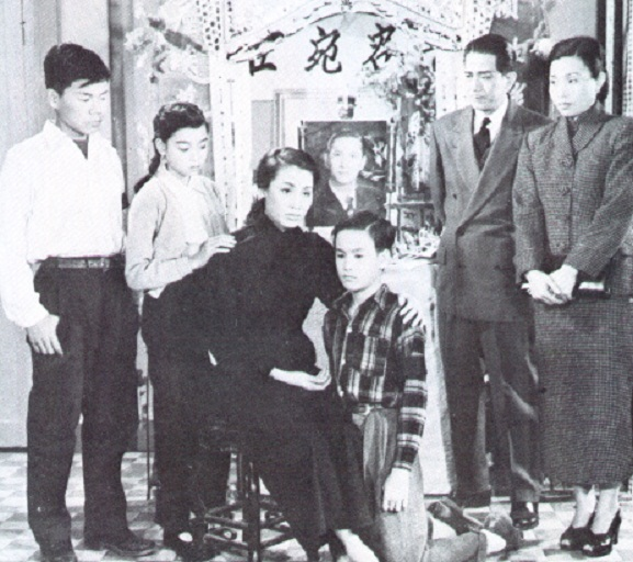 File:Bruce Lee and his family 1940s.jpg