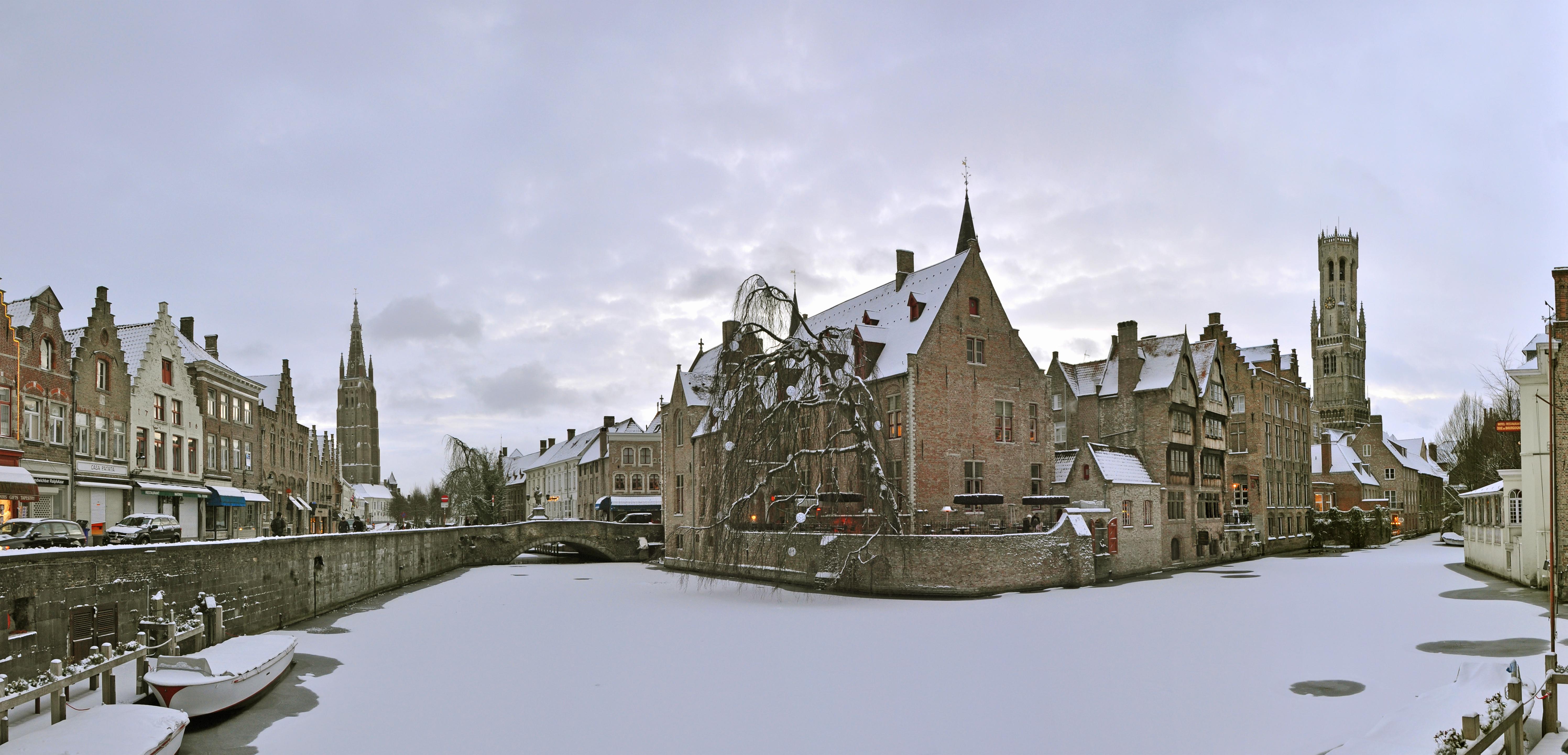 File:Brugge Rozenhoedkaai Winter R03.jpg - Wikimedia Commons