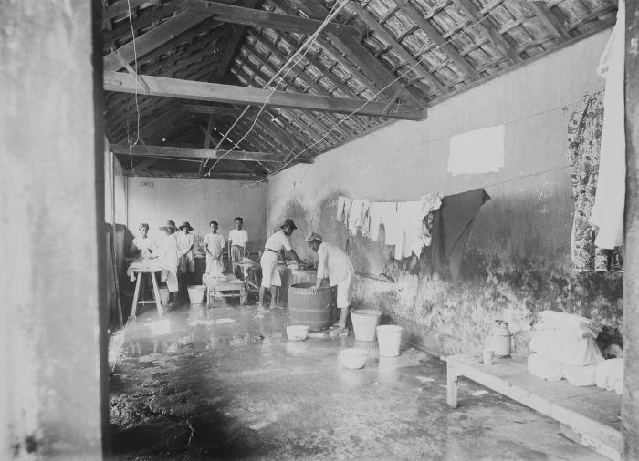 Filecollectie Tropenmuseum De Wasserij In De Centrale Burgerlijke Ziekeninrichting Cbz Te Semarang