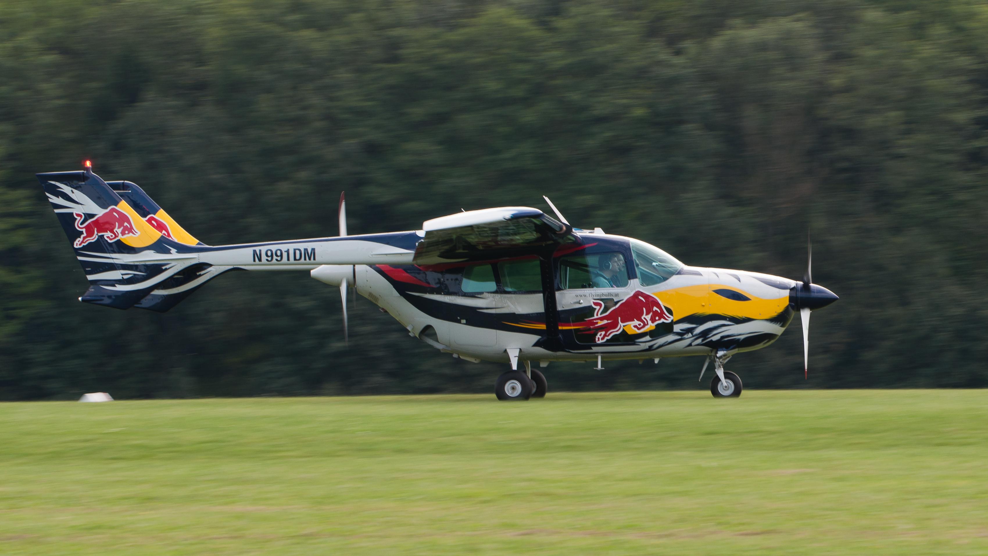 File:Cessna 337D Super Skymaster N991DM OTT 2013 04.jpg