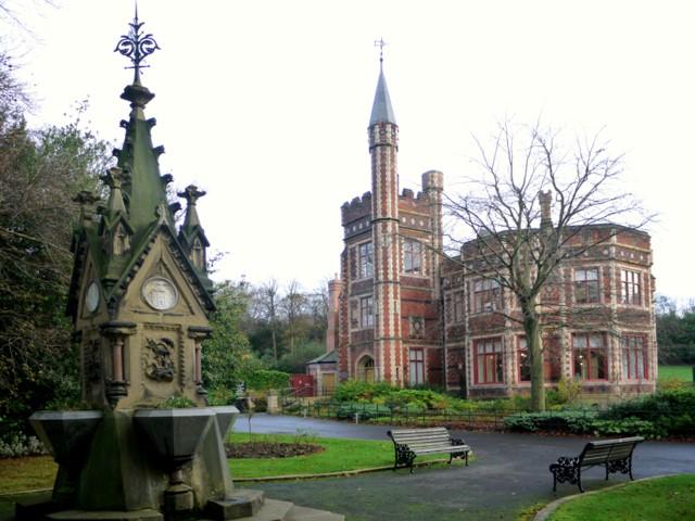 Charlton Memorial Fountain, Saltwell Park - geograph.org.uk - 1581174