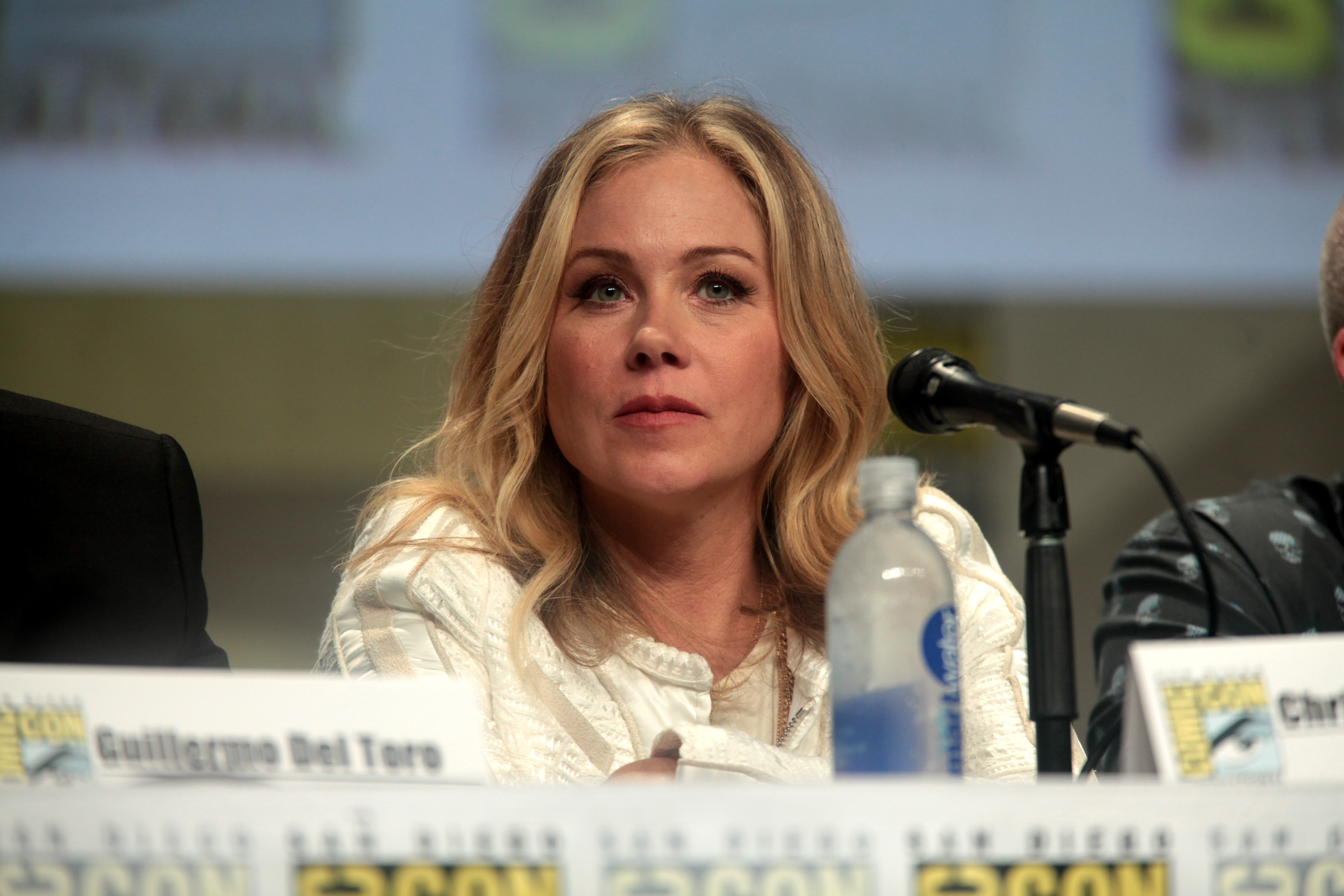 Who is christina applegate dating now