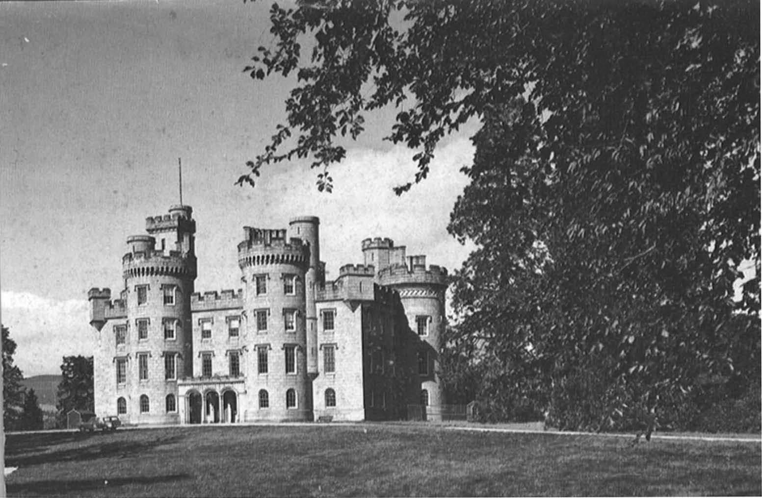 Black-and-white photo of three-storey castle with four-storey towers