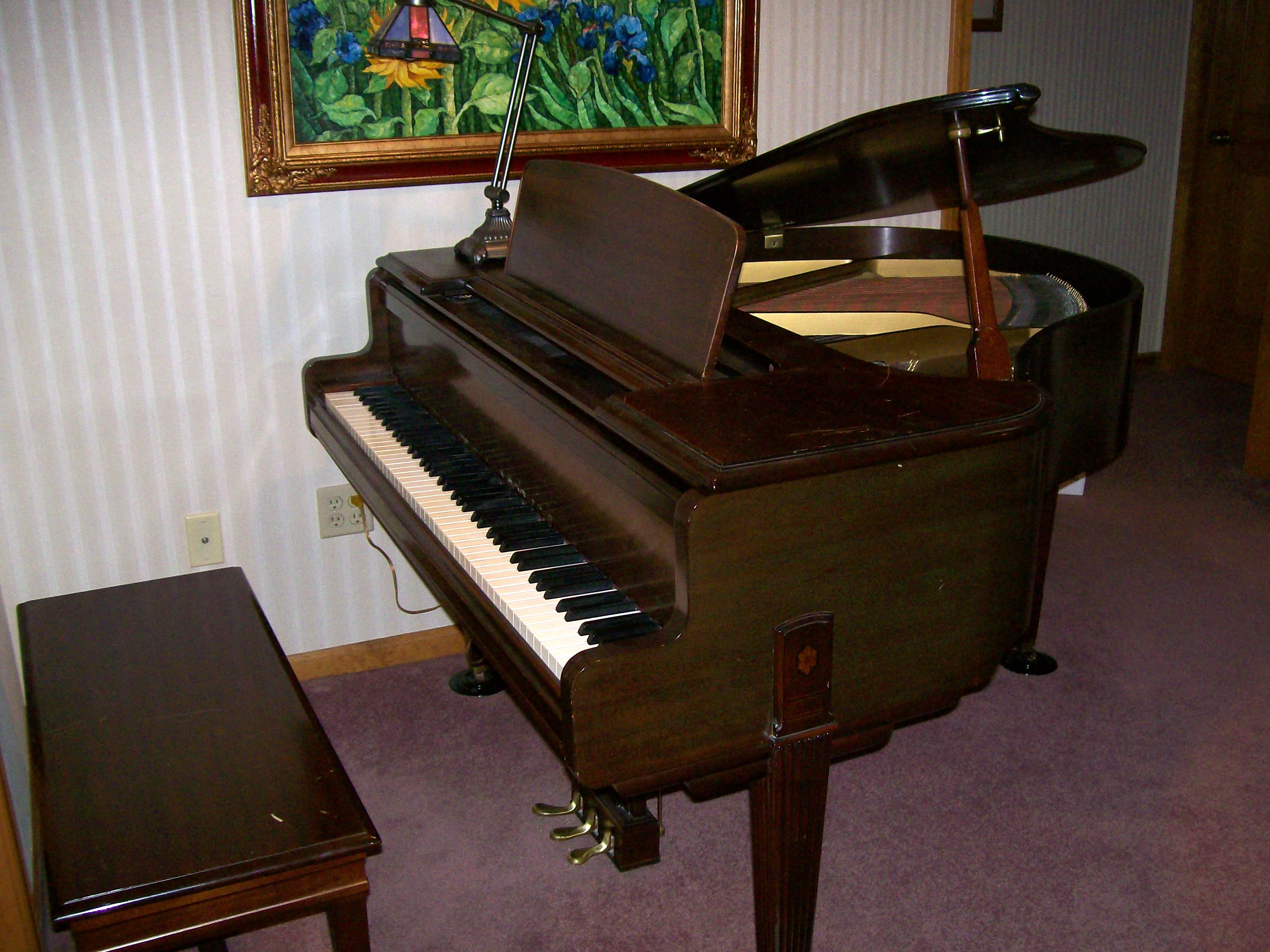 File Everett Baby Grand Piano Wikimedia Commons