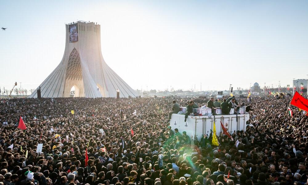 Millones de personas atienden a la ceremonia fúnebre de Qasem Soleimani en la Plaza Azadi