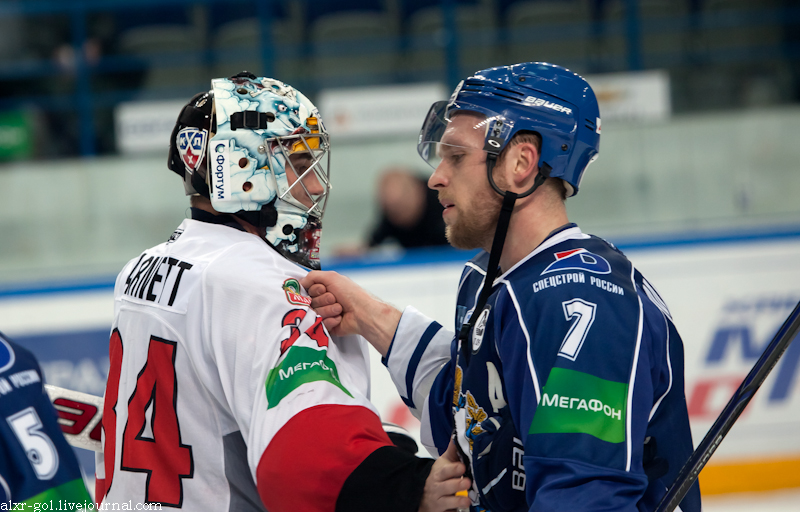 Garnett and Mäenpää 2012-01-28 Amur—Traktor KHL-game.jpeg