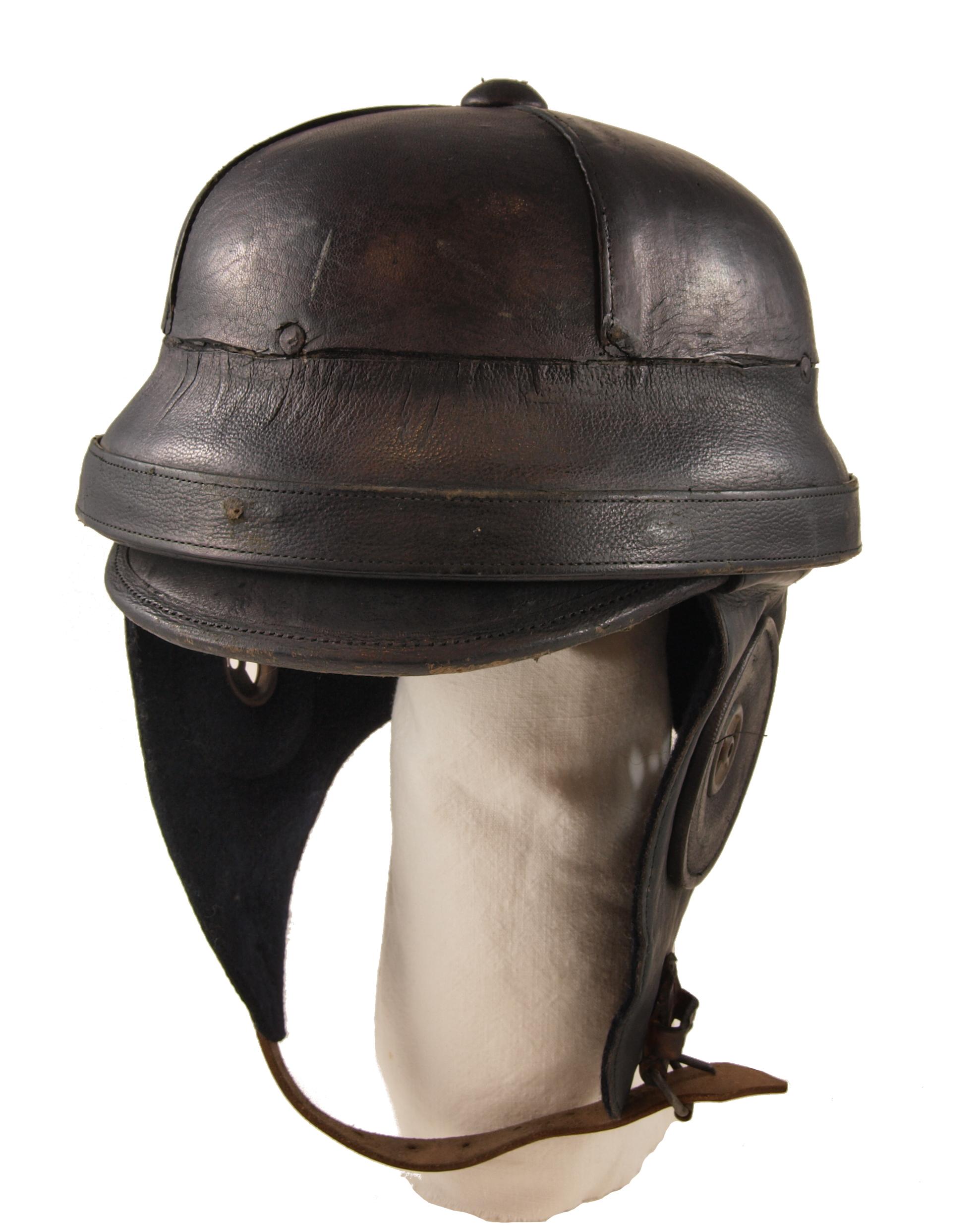 File:German WW1 Pilots Helmet 1 jpg - Wikimedia Commons