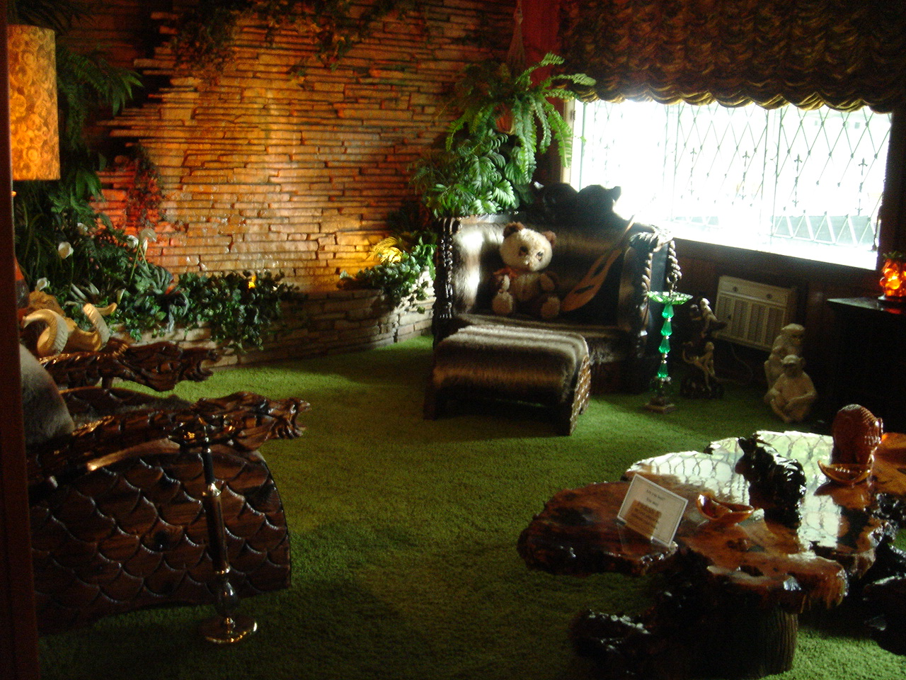 forest themed living room file gracelandjungleroom jpg 14432