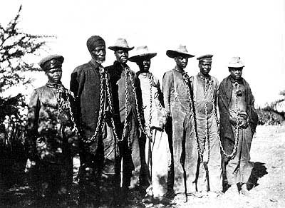 English: Herero chained during the 1904 rebellion.