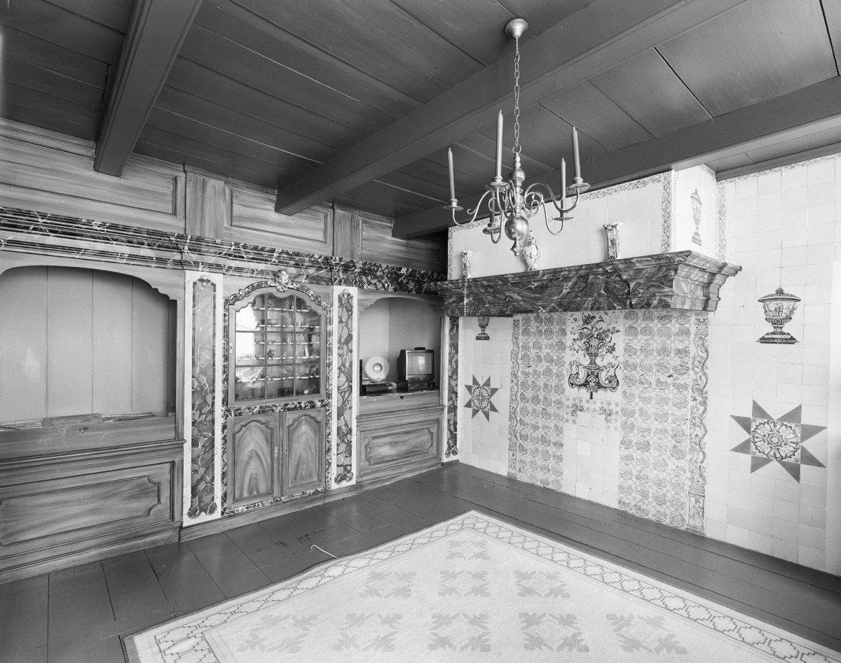 File interieur boerderij overzicht opkamer met schouw en for Boerderij interieur