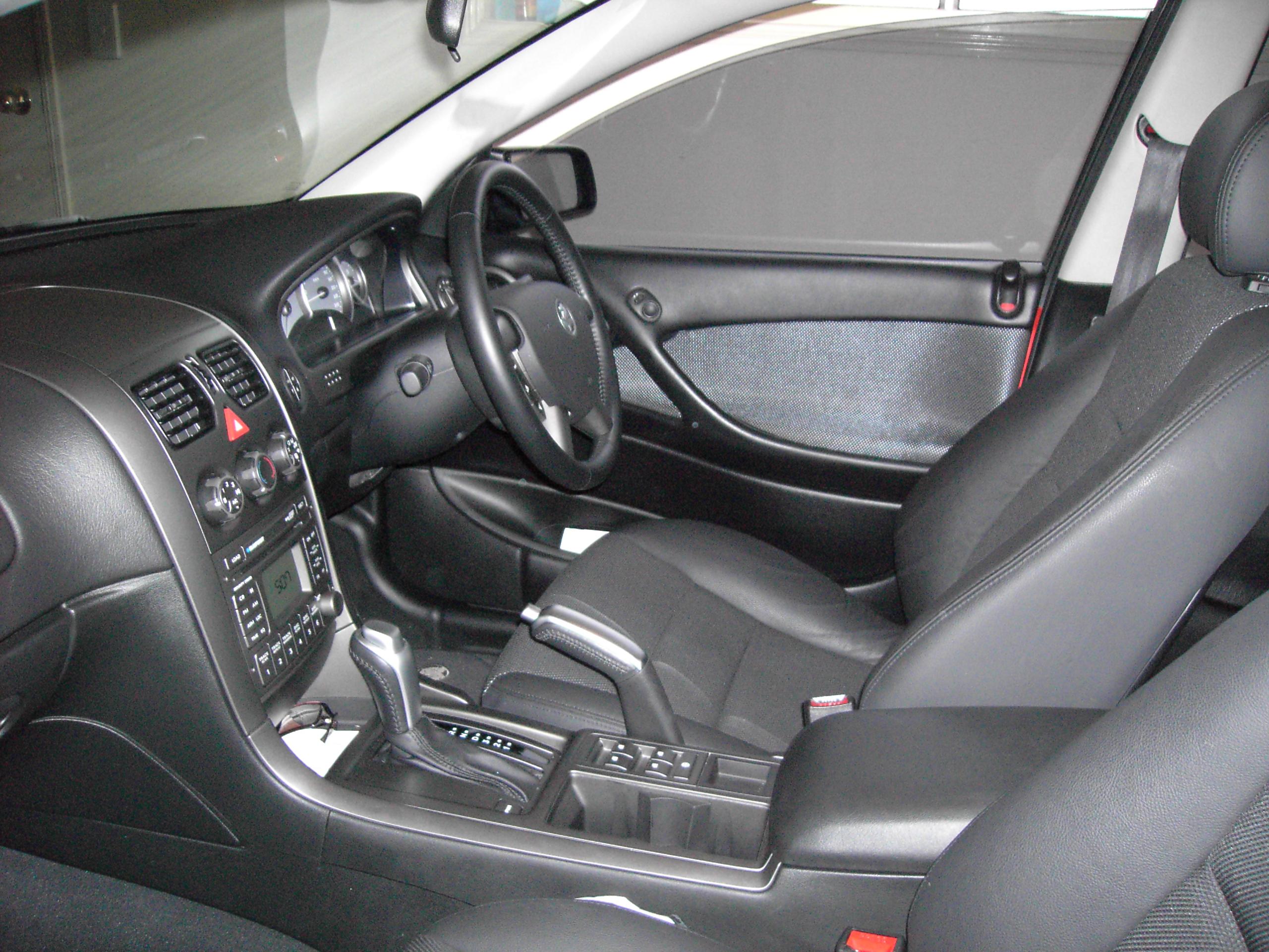 File:Interior of a 2006 Holden VZ Commodore SVZ 01.jpg