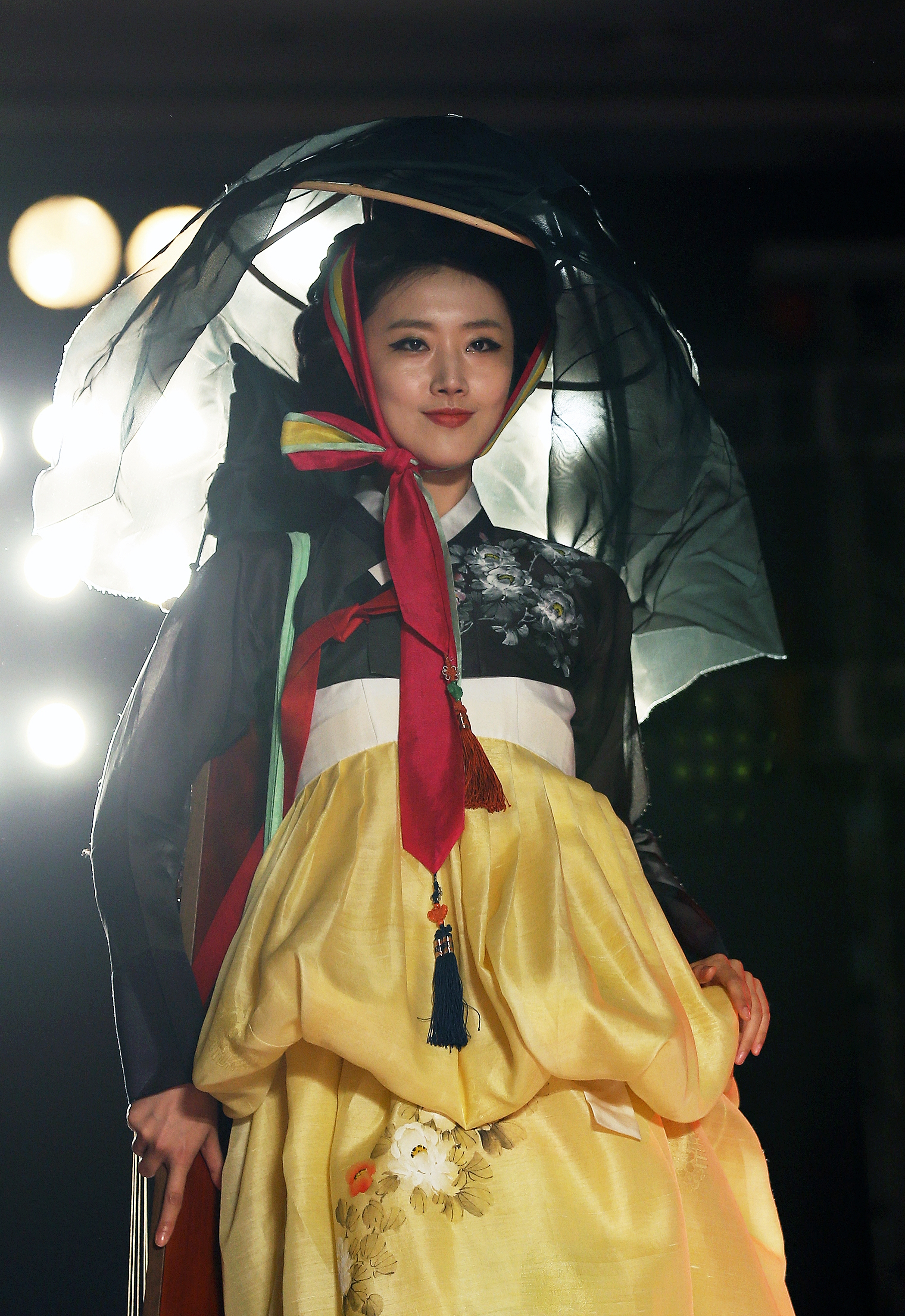 FileKOCIS Korea Hanbok-AoDai FashionShow 27 (9766155131).jpg - Wikimedia Commons