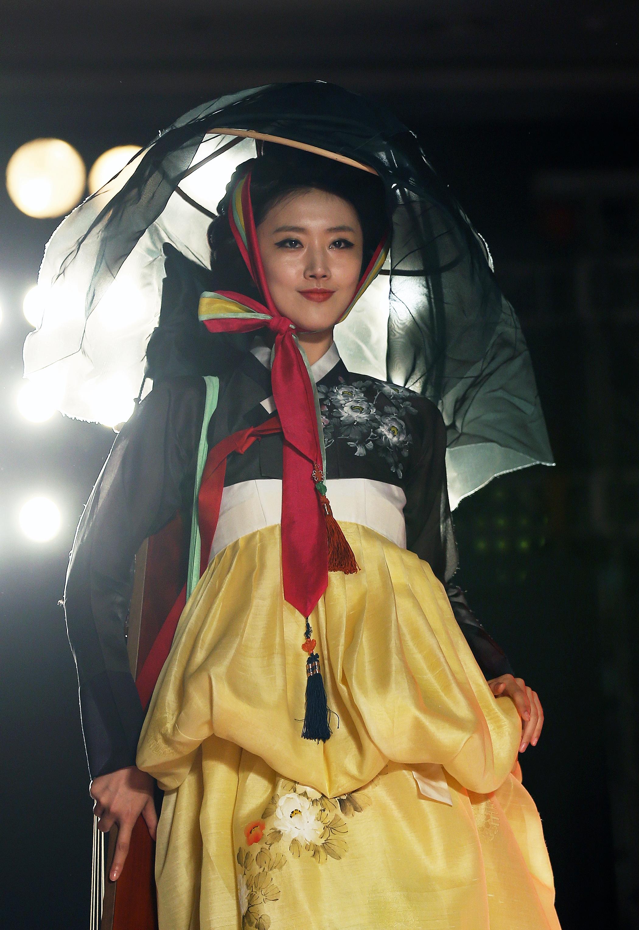 File Kocis Korea Hanbok Aodai Fashionshow 27 9766155131 Jpg
