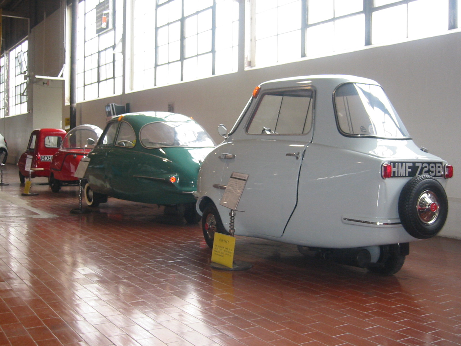 File:Line of four Micro Cars (Lane Motor Museum).jpg - Wikimedia ...