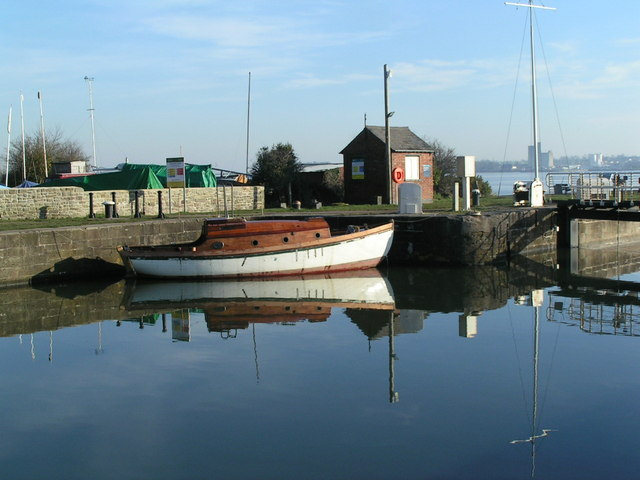 Lydney Harbour - geograph.org.uk - 683328